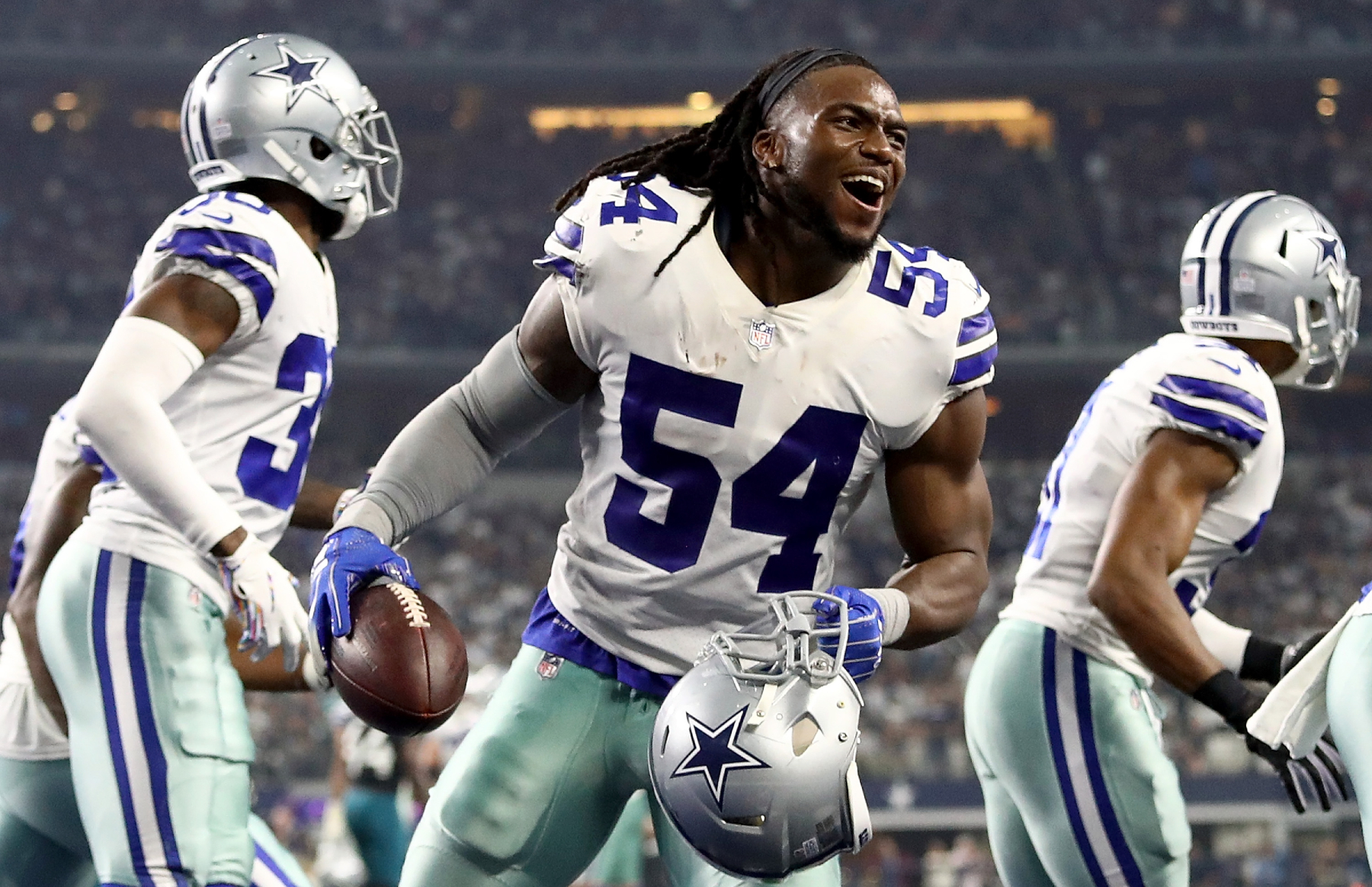Jaylon Smith has become one of the best linebackers in the NFL for the Dallas Cowboys. However, Smith was just ridiculously disrespected.