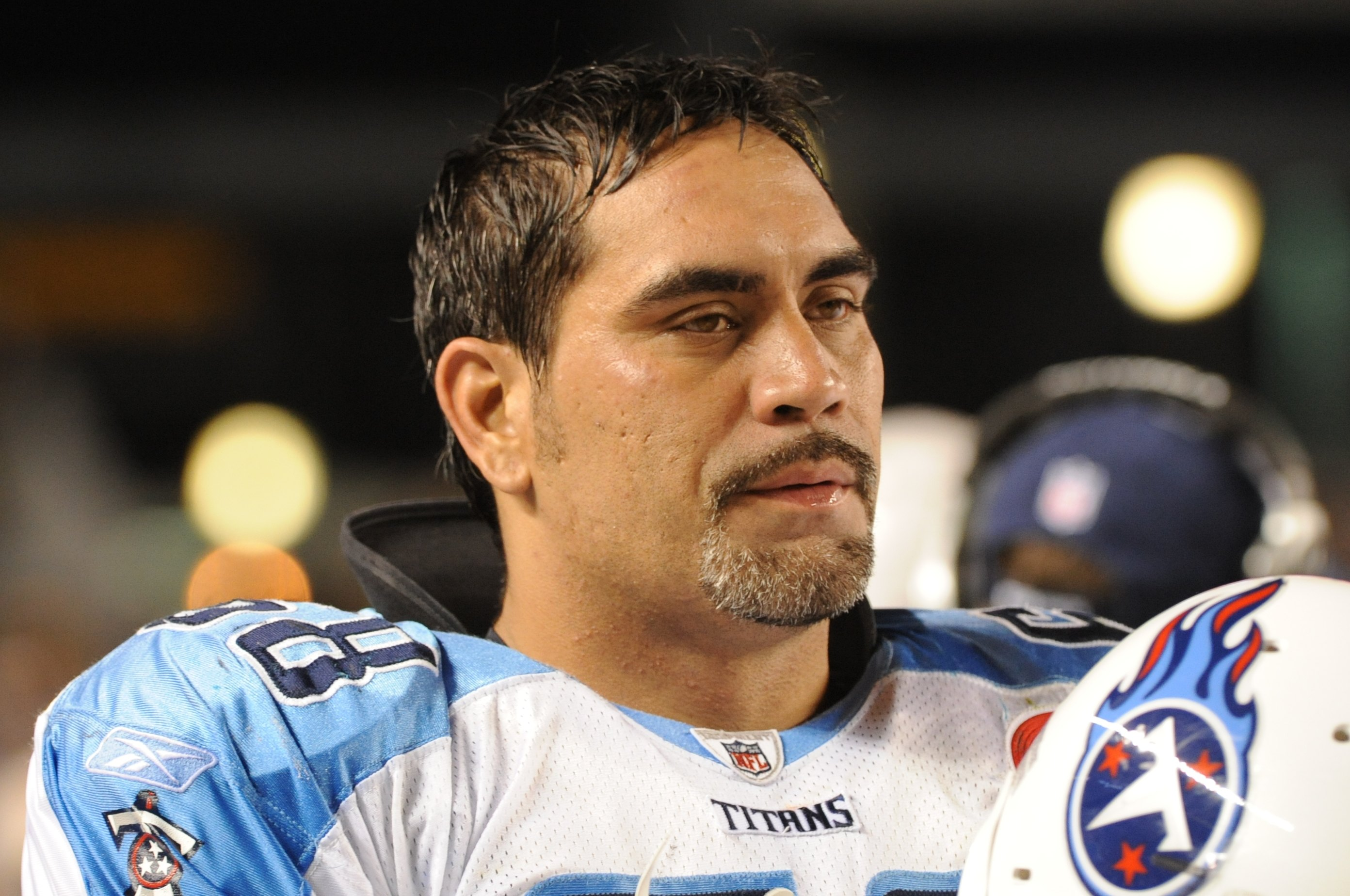 Kevin Mawae looking on from the sideline