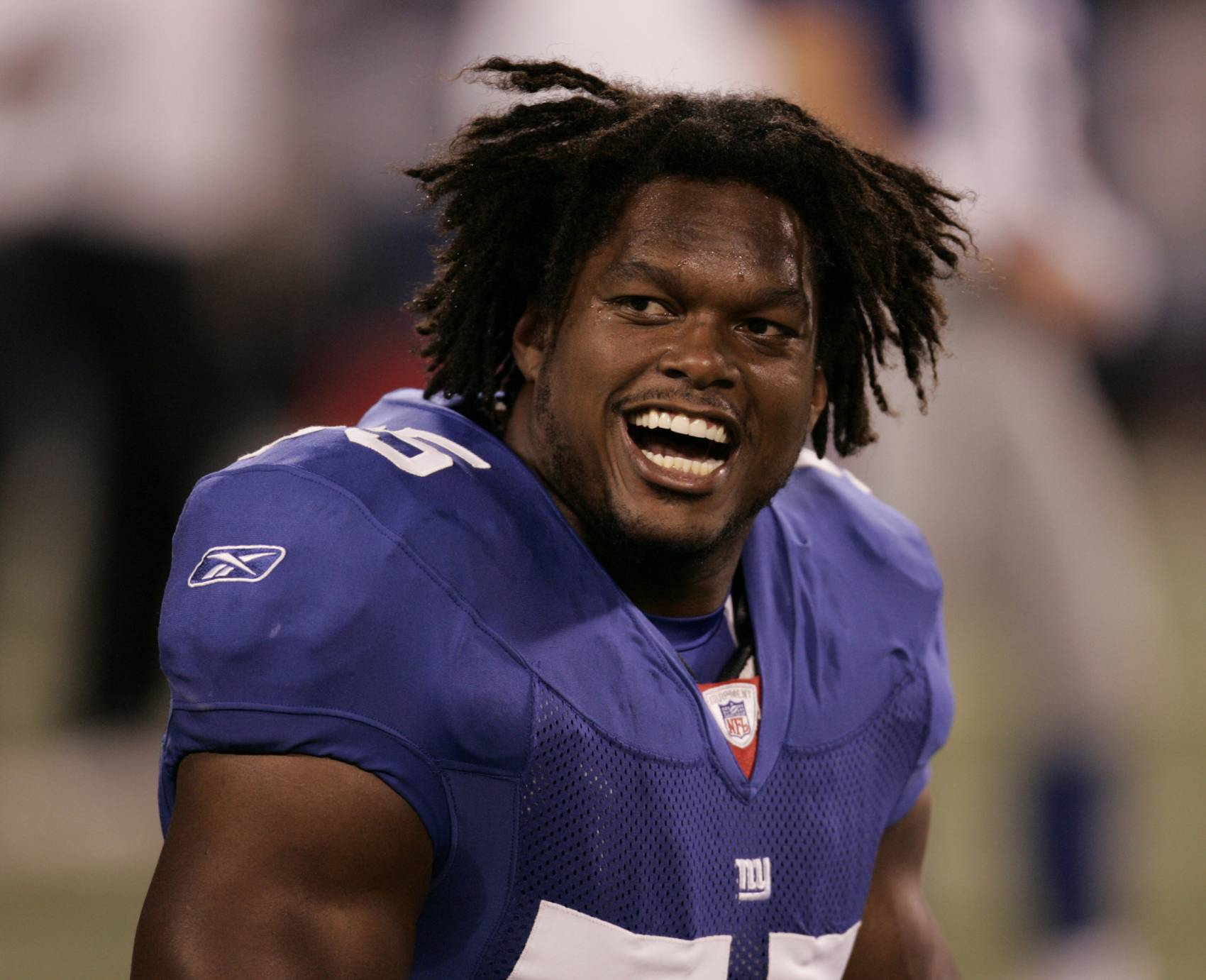 LaVar Arrington signed with the New York Giants before the 2006 season.