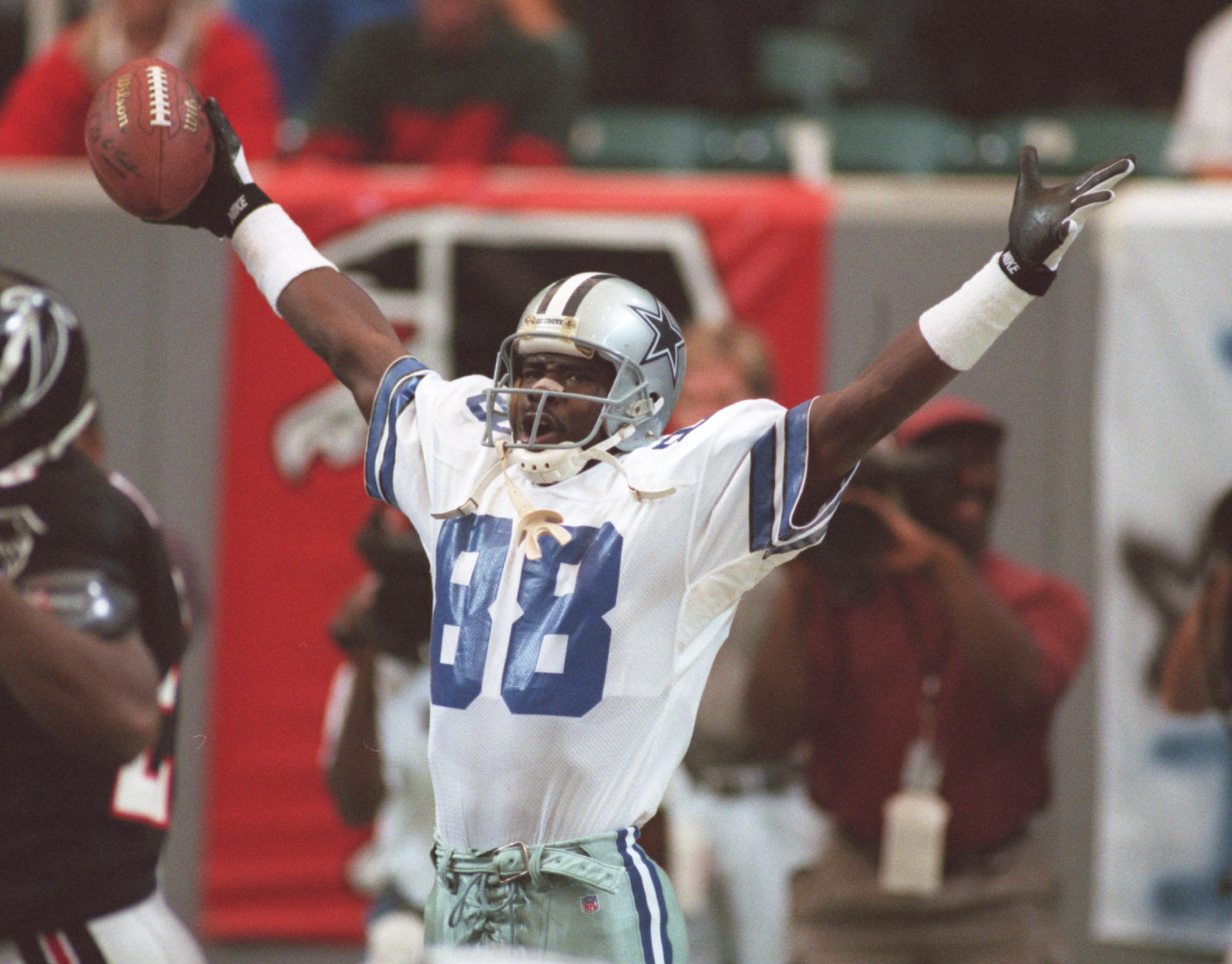 Michael Irvin became a Hall of Famer for the Dallas Cowboys. However, he could have went to a different team in the 1988 NFL draft.