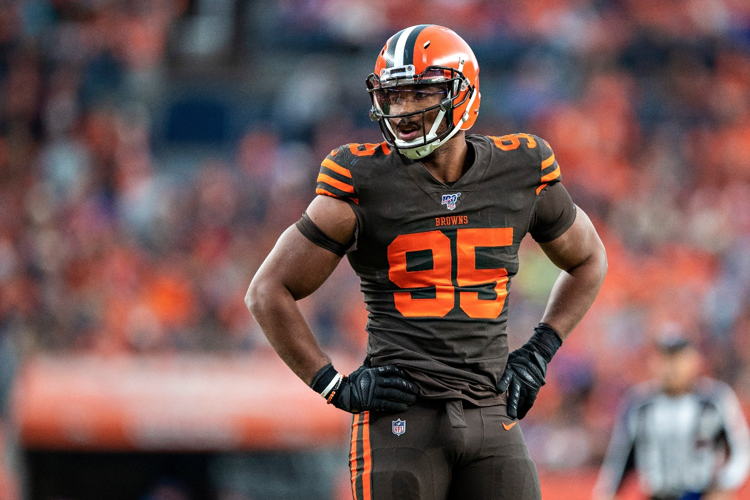 Cleveland Browns defensive end Myles Garrett will sign a record-breaking contract.