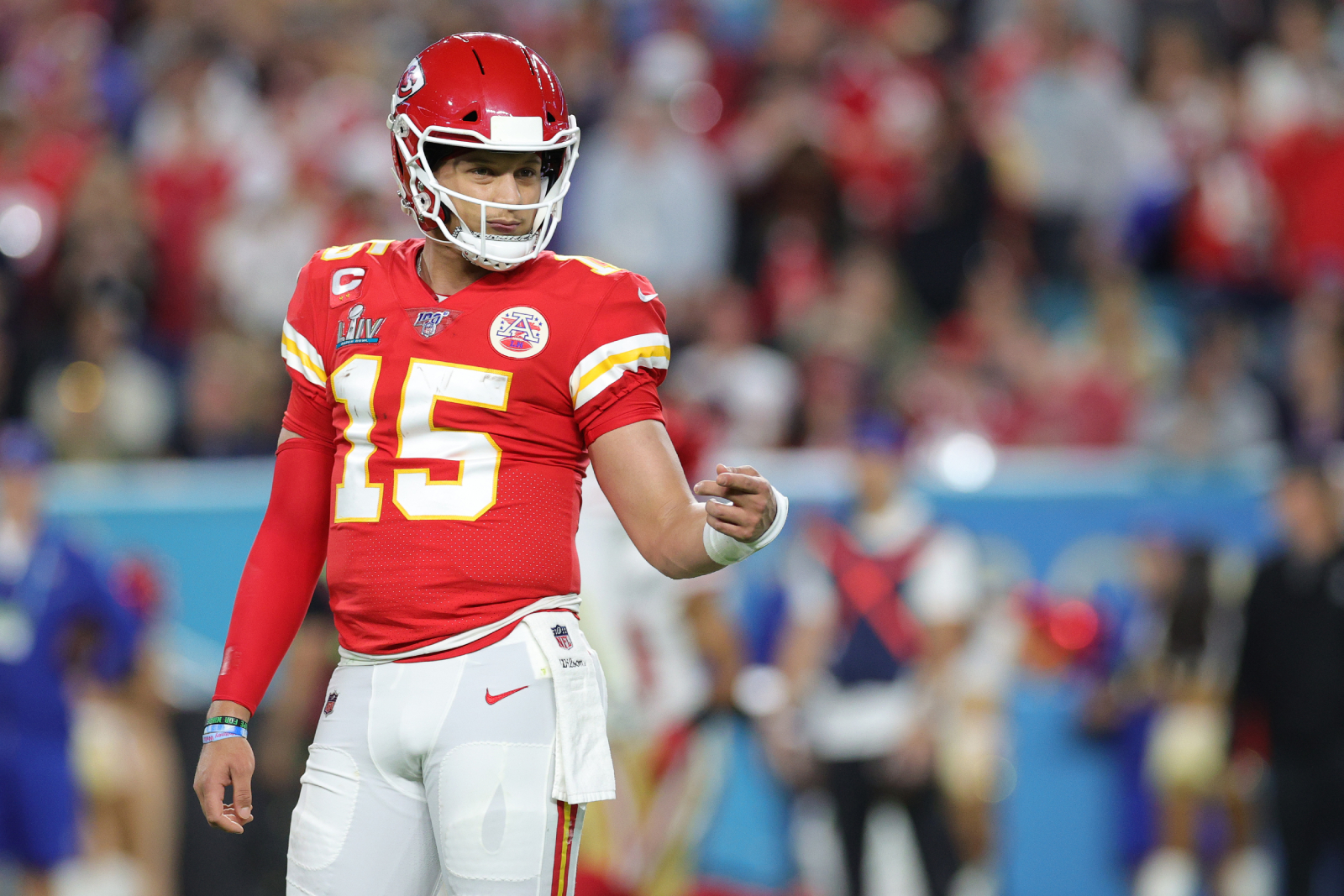 Patrick Mahomes is now a rich man after he got a new contract from the Kansas City Chiefs. Now a TV star is sending him a financial warning.