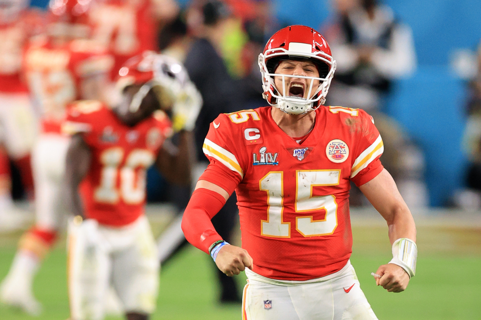 Patrick Mahomes is on track to be a legendary quarterback. So, how tall is Mahomes and how does his height compare to other great QBs?