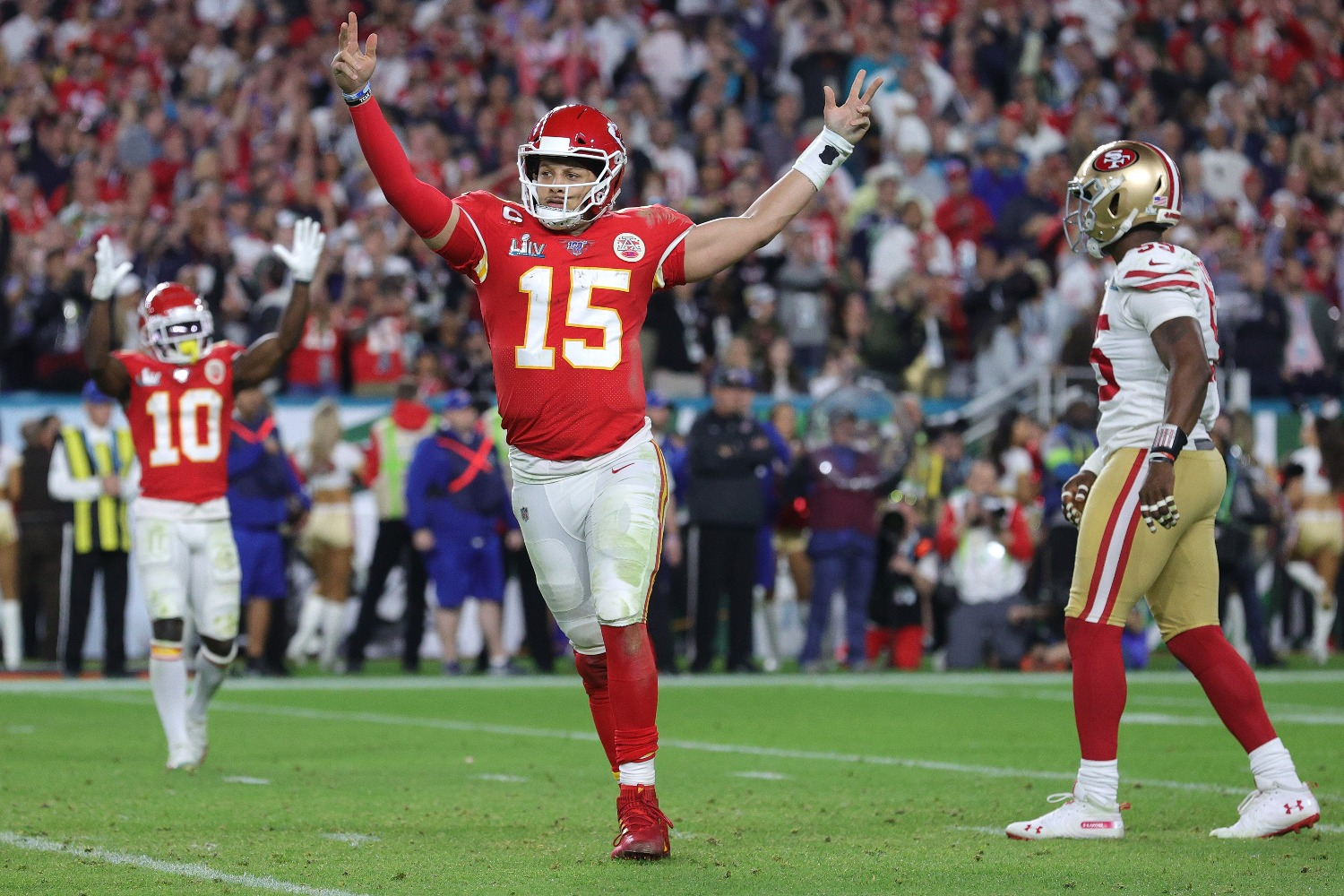 Patrick Mahomes just made the same mistake as Tyron Smith by signing a lengthy contract extension that may prevent him from cashing in again in the future.