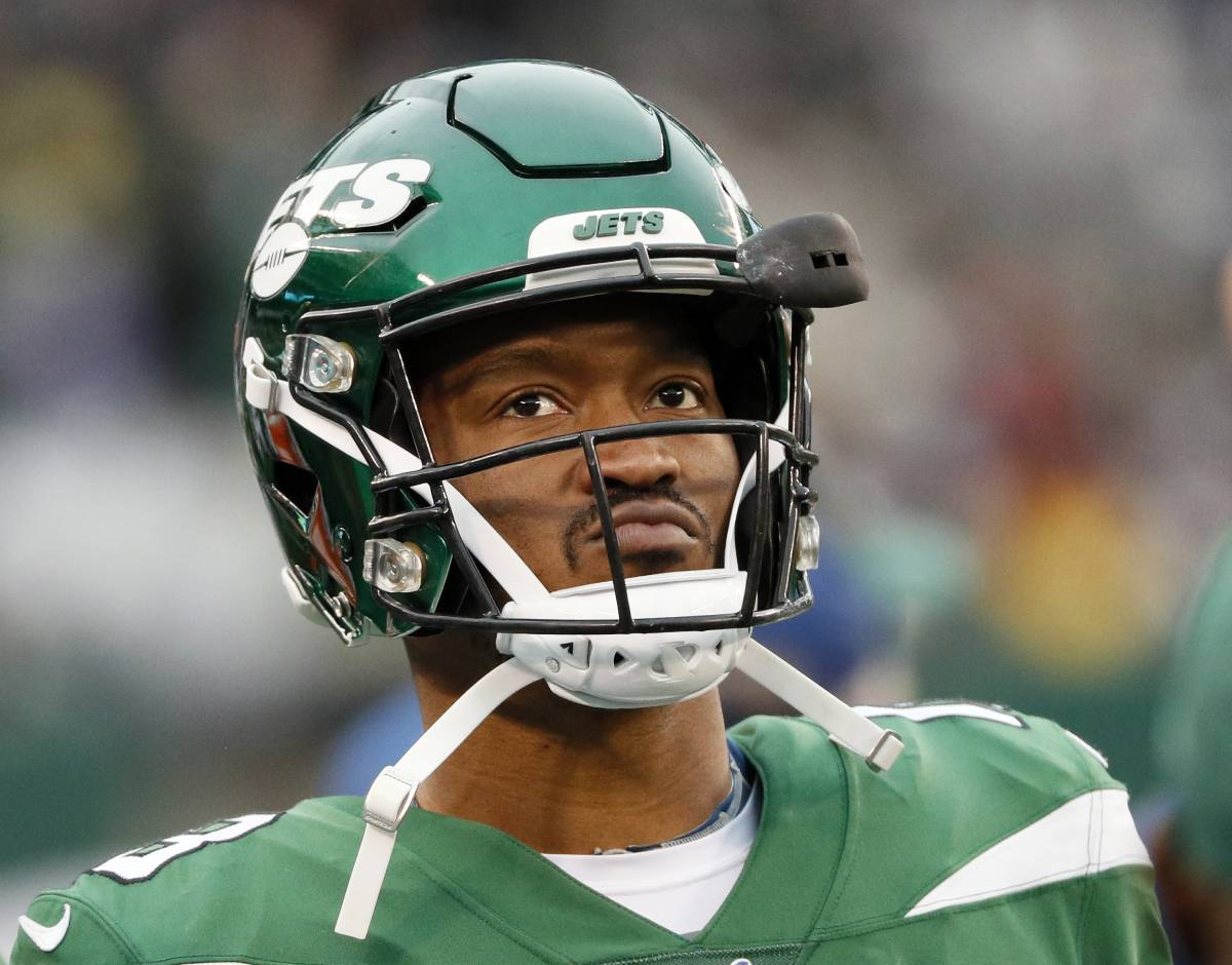 Longtime NFL receiver Demaryius Thomas, who played for the New York Jets in 2019, escaped a tragic upbringing.