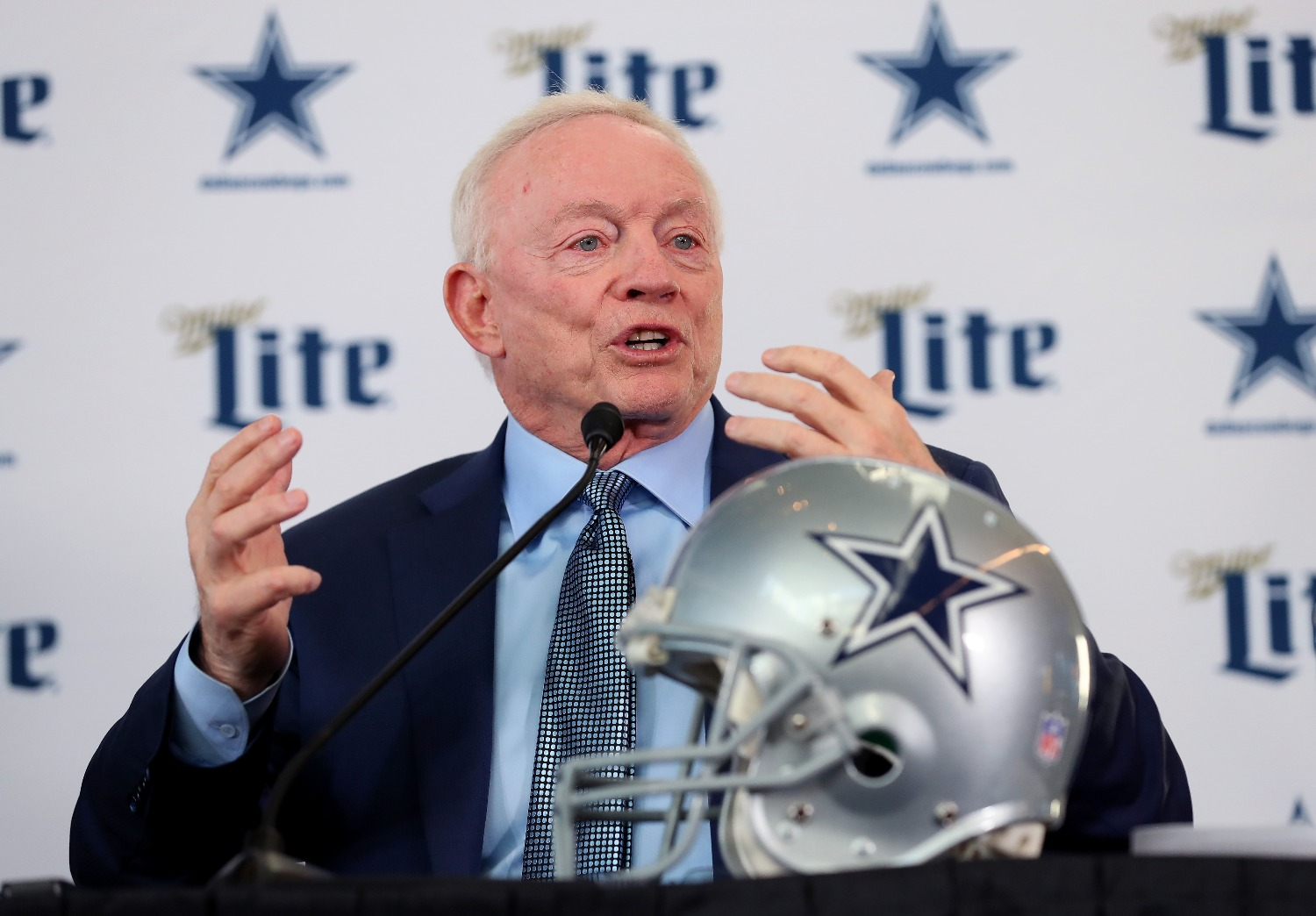 Jerry Jones set the record straight on the Cowboys pursuing Earl Thomas.