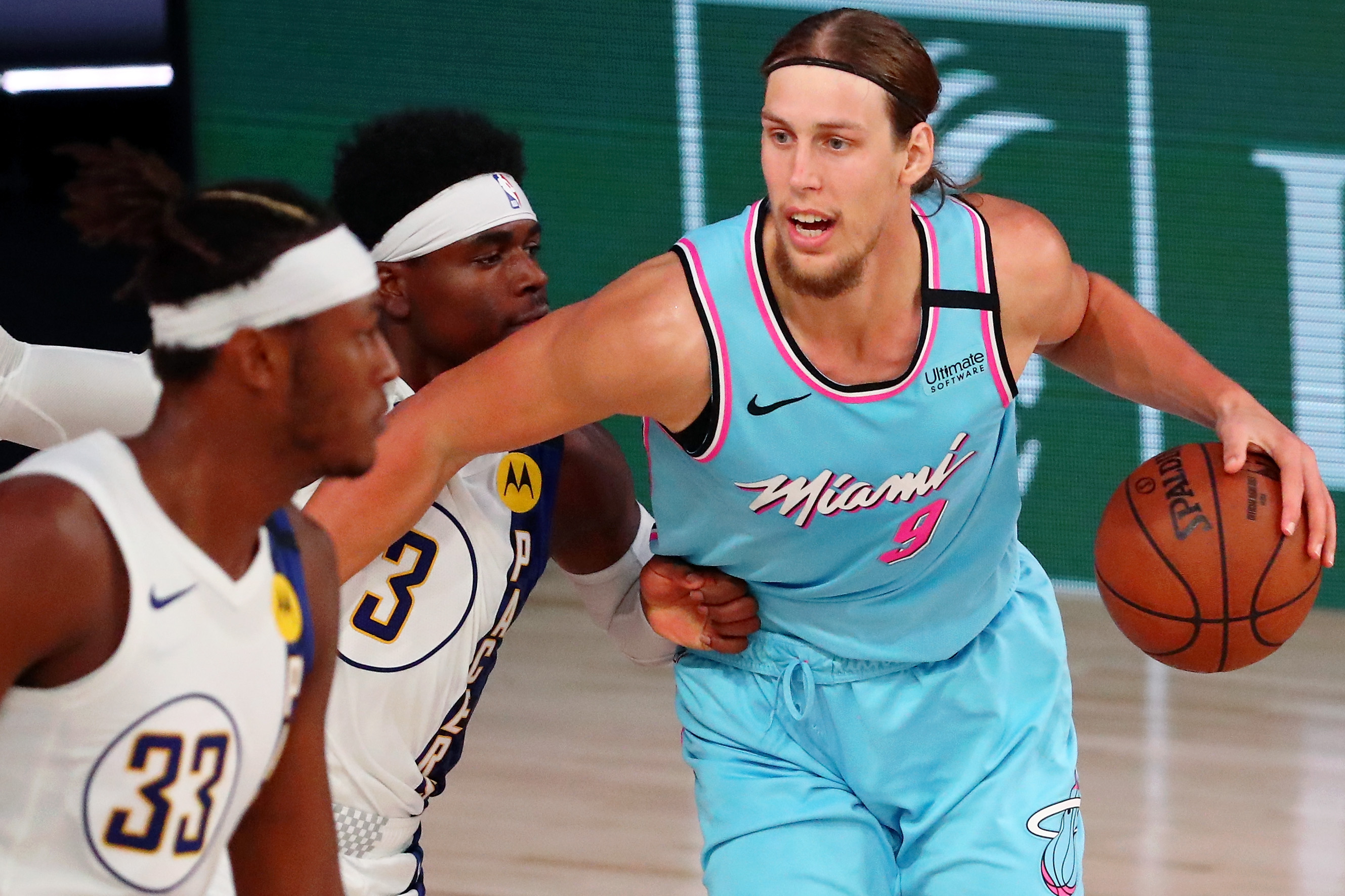 Kelly Olynyk dribbling the ball during a Heat game