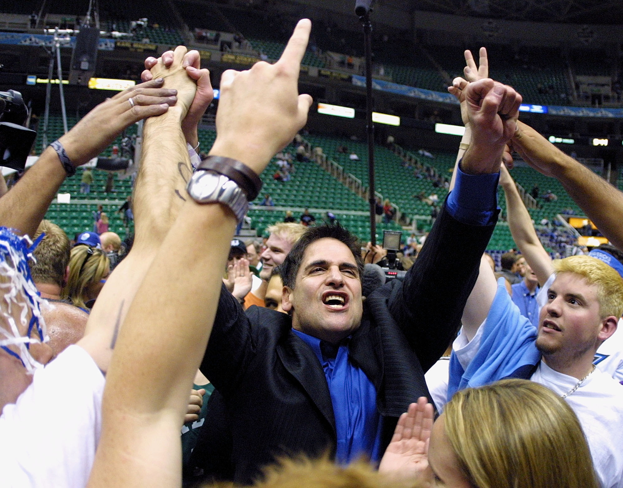 Mark Cuban celebrates after the Mavericks won a playoff series