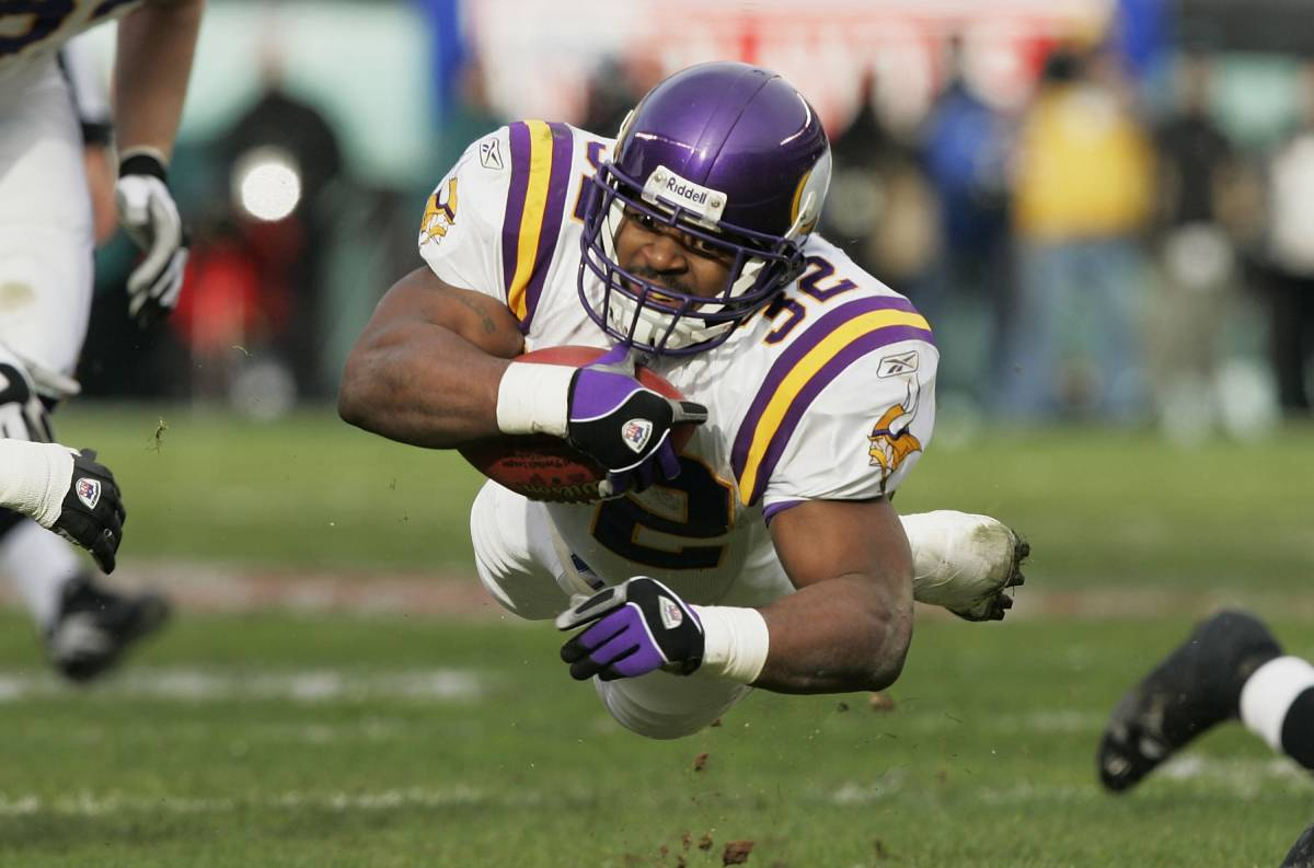 Onterrio Smith played for the Minnesota Vikings from 2003-04.