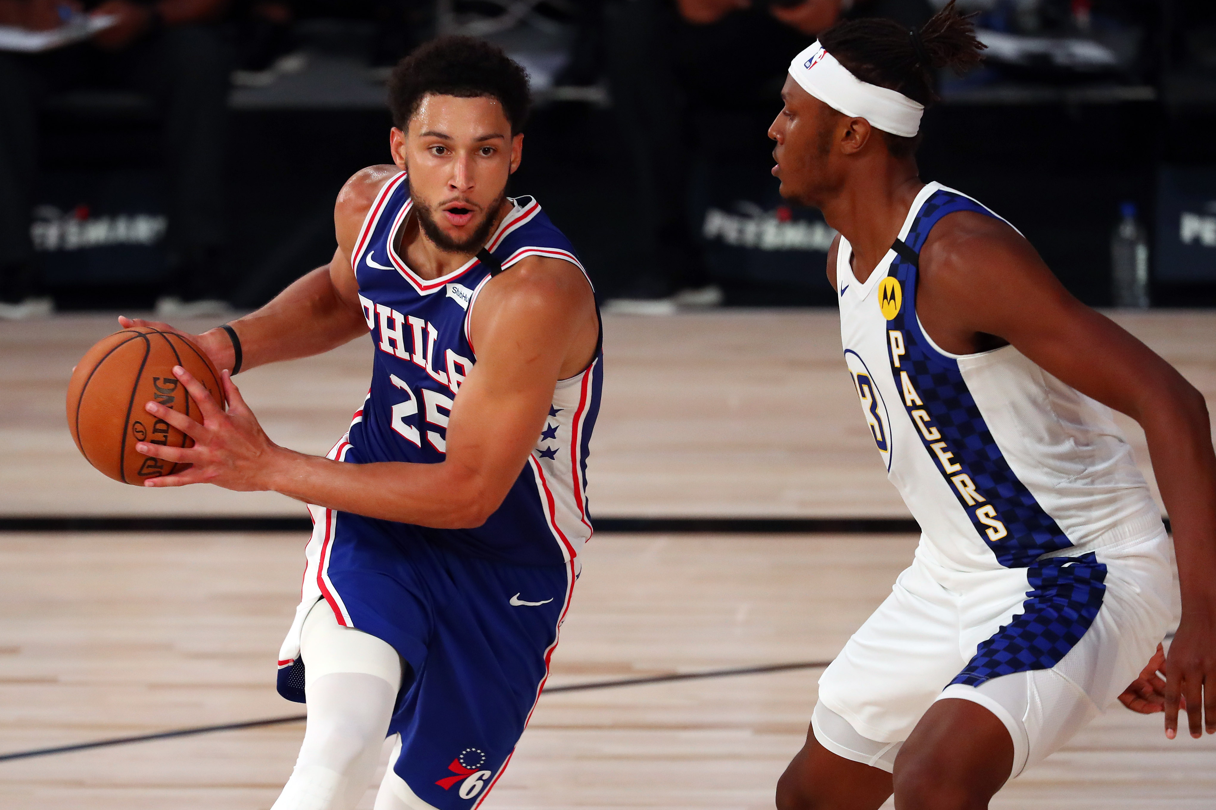 Ben Simmons driving into the lane during a 76ers game