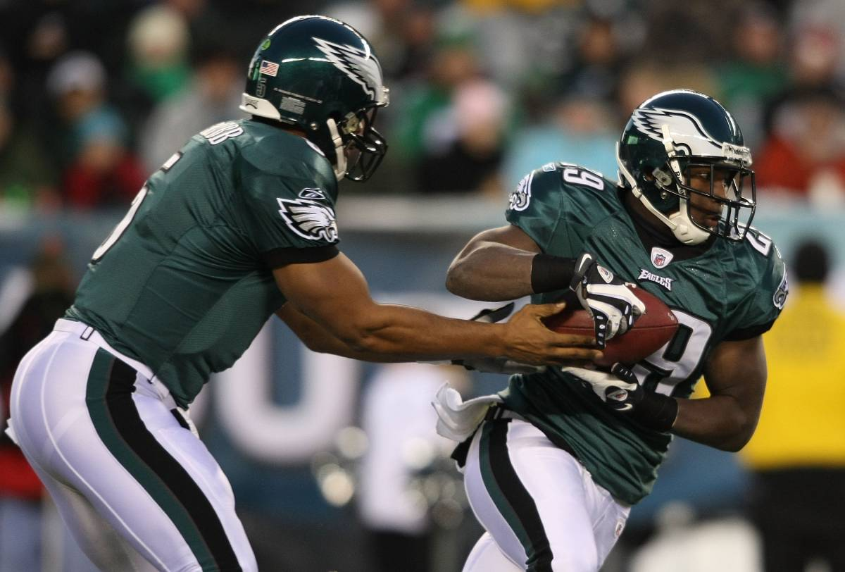 Longtime Philadelphia Eagles quarterback Donovan McNabb (5) and running back LeSean McCoy played together in 2009.