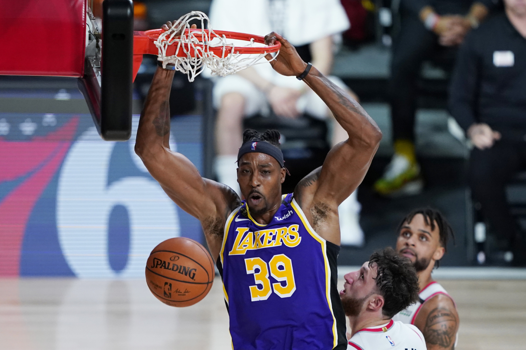 Dwight Howard Continues To Prove That He Has Set His Ego Aside To Win a Championship With the Lakers