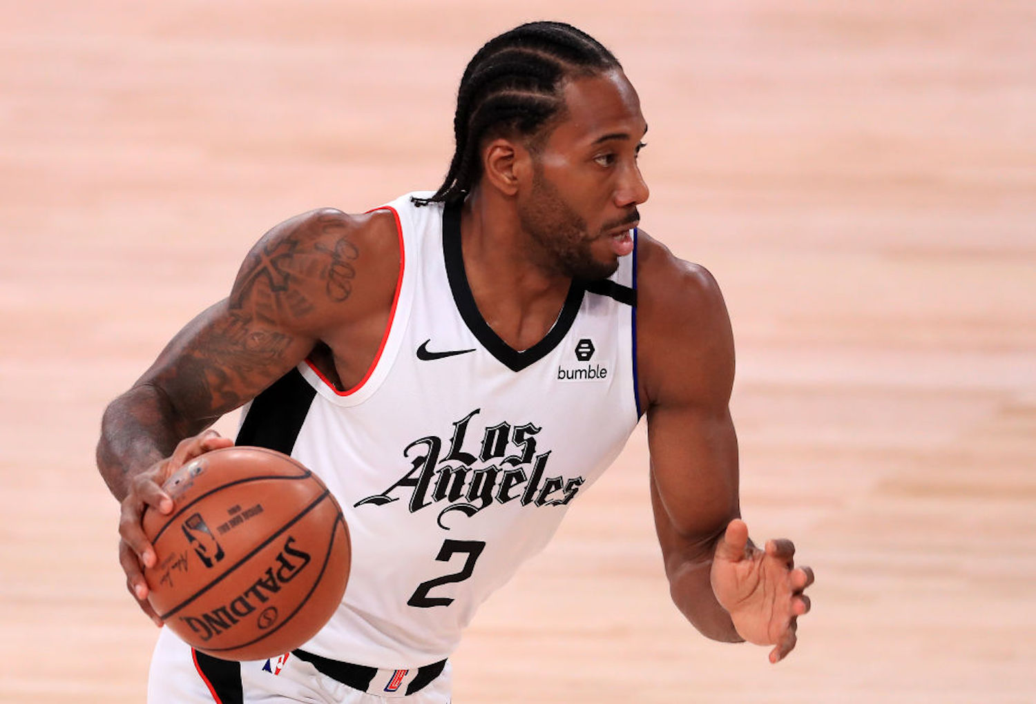 Kawhi Leonard has done some incredible things on a basketball court, but his latest highlight proves he might not even be human.