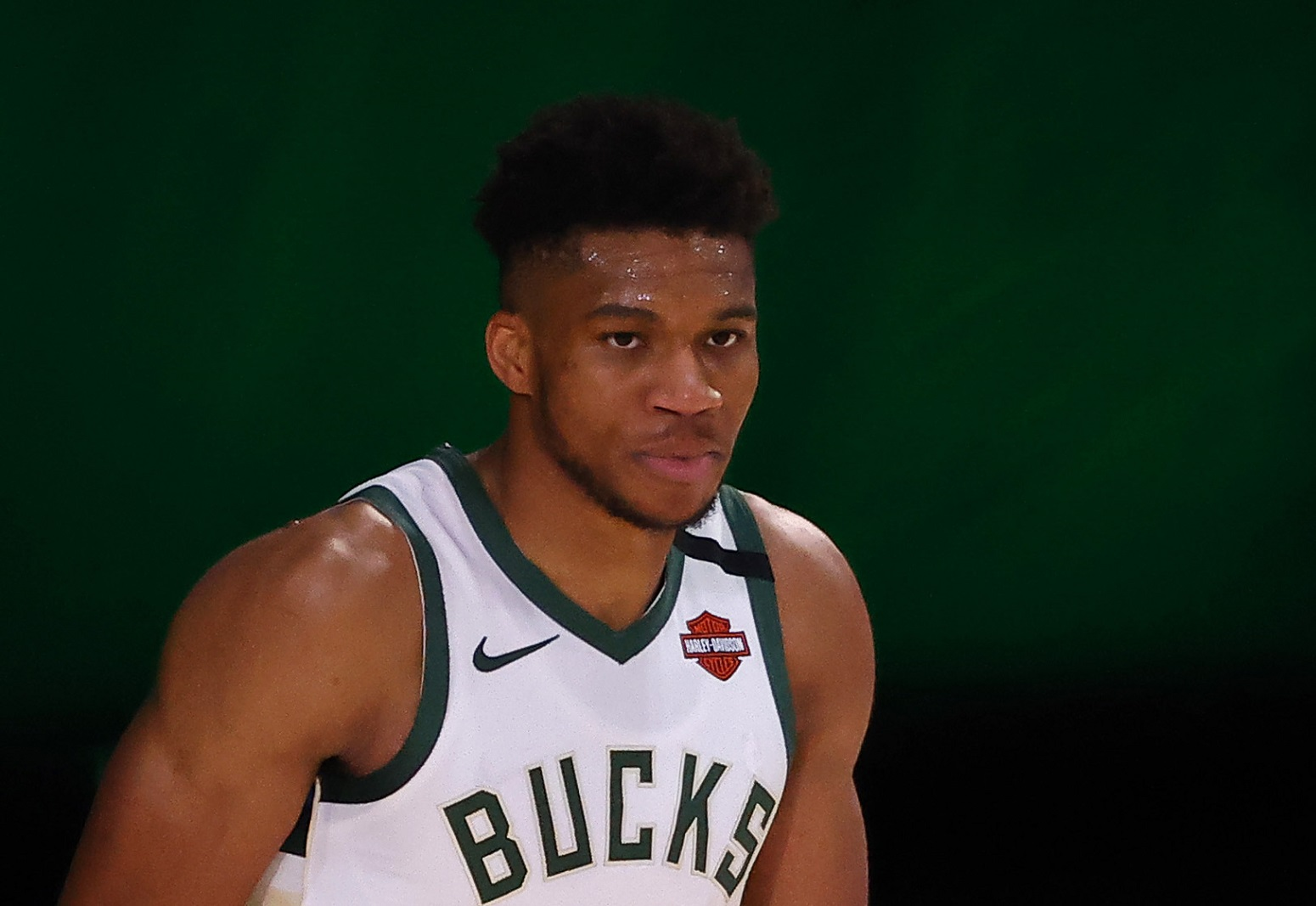 Giannis Antetokounmpo Has Bucks Fans Worried After What He Just Did