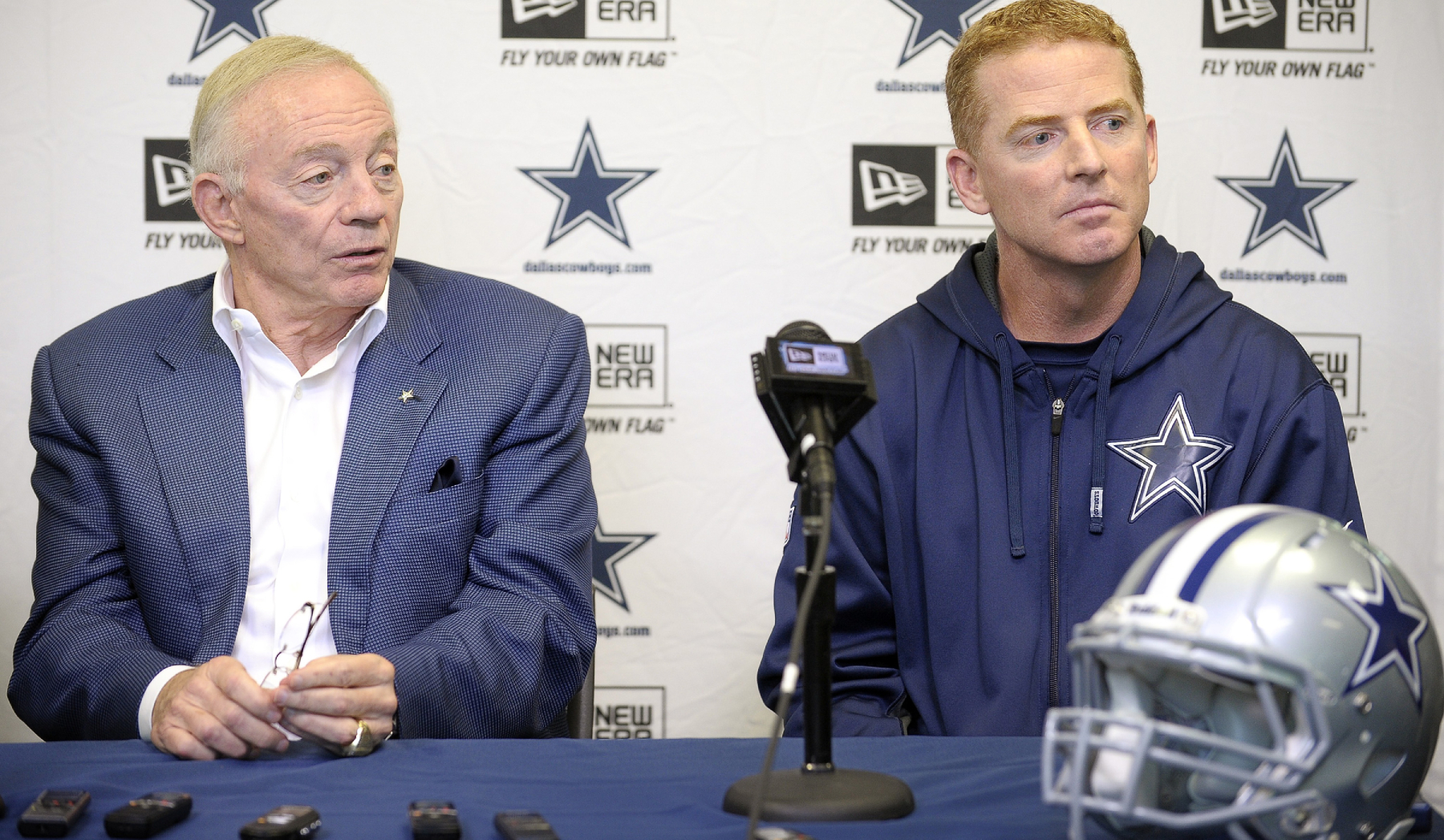 Jason Garrett was the Cowboys coach for over nine seasons. Mike McCarthy is now the coach but Jerry Jones just took a subtle shot at Garrett.
