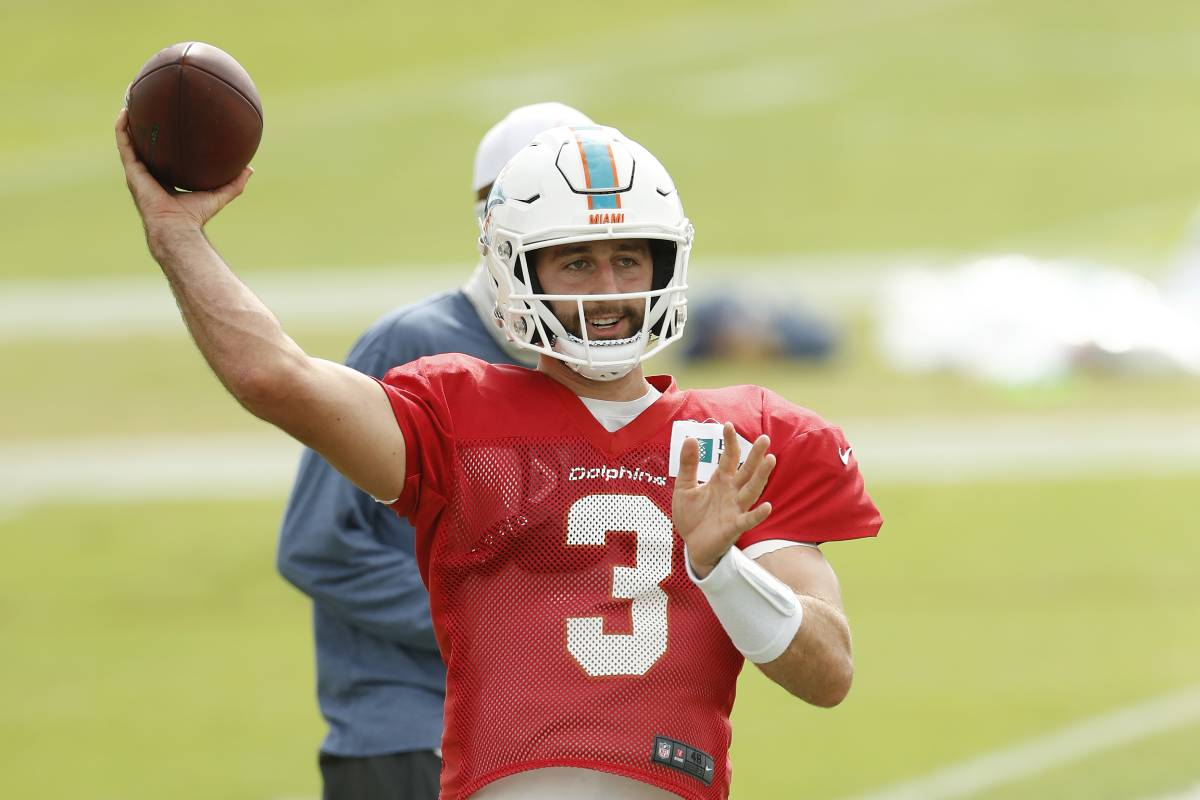 Josh Rosen deserves another chance in the NFL after his stints with the Arizona Cardinals and Miami Dolphins went poorly.