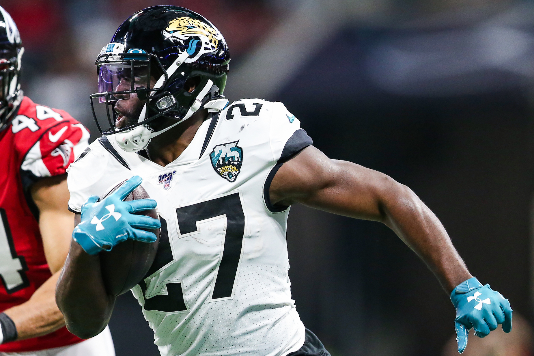 How much salary will Leonard Fournette earn with the Tampa Bay Buccaneers?