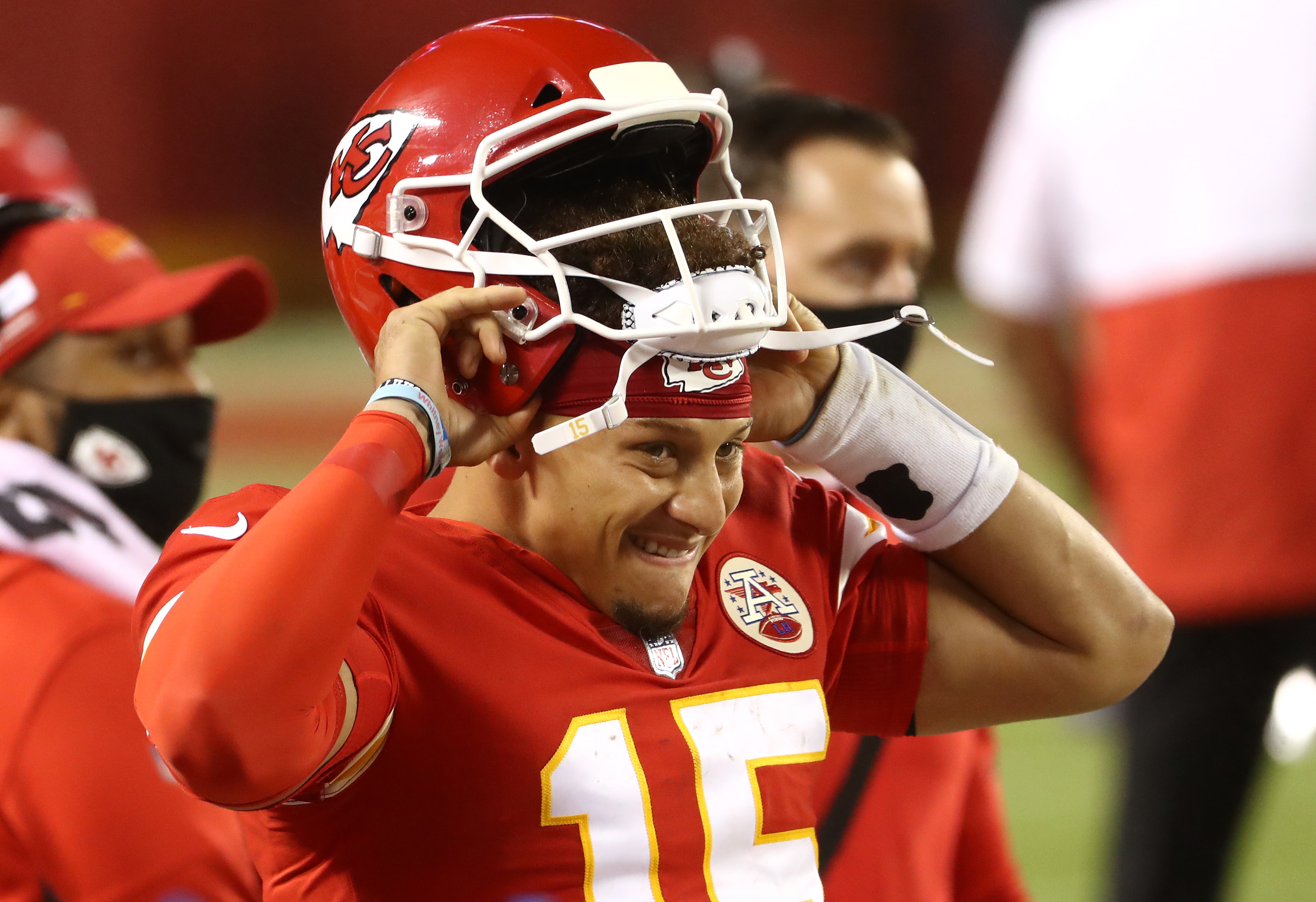 Patrick Mahomes puts his helmet back on