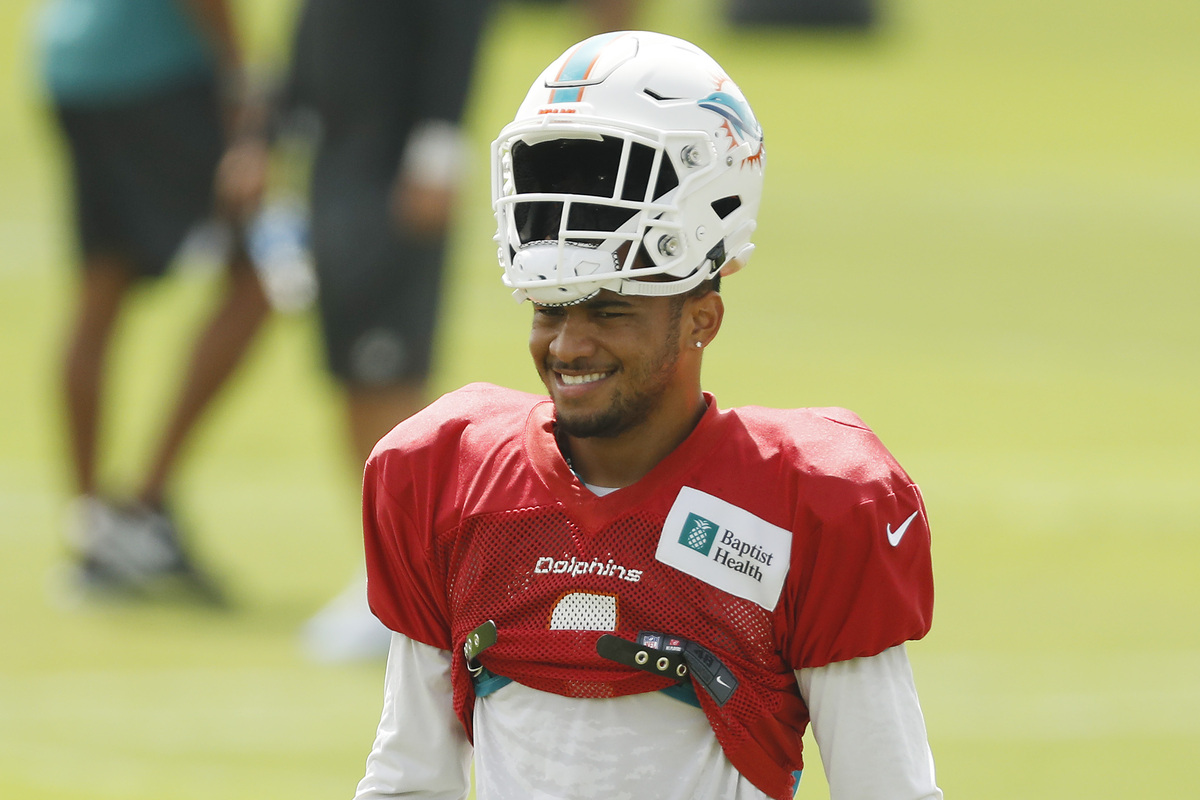 The Miami Dolphins shouldn't panic and start rookie quarterback Tua Tagovailoa just yet.