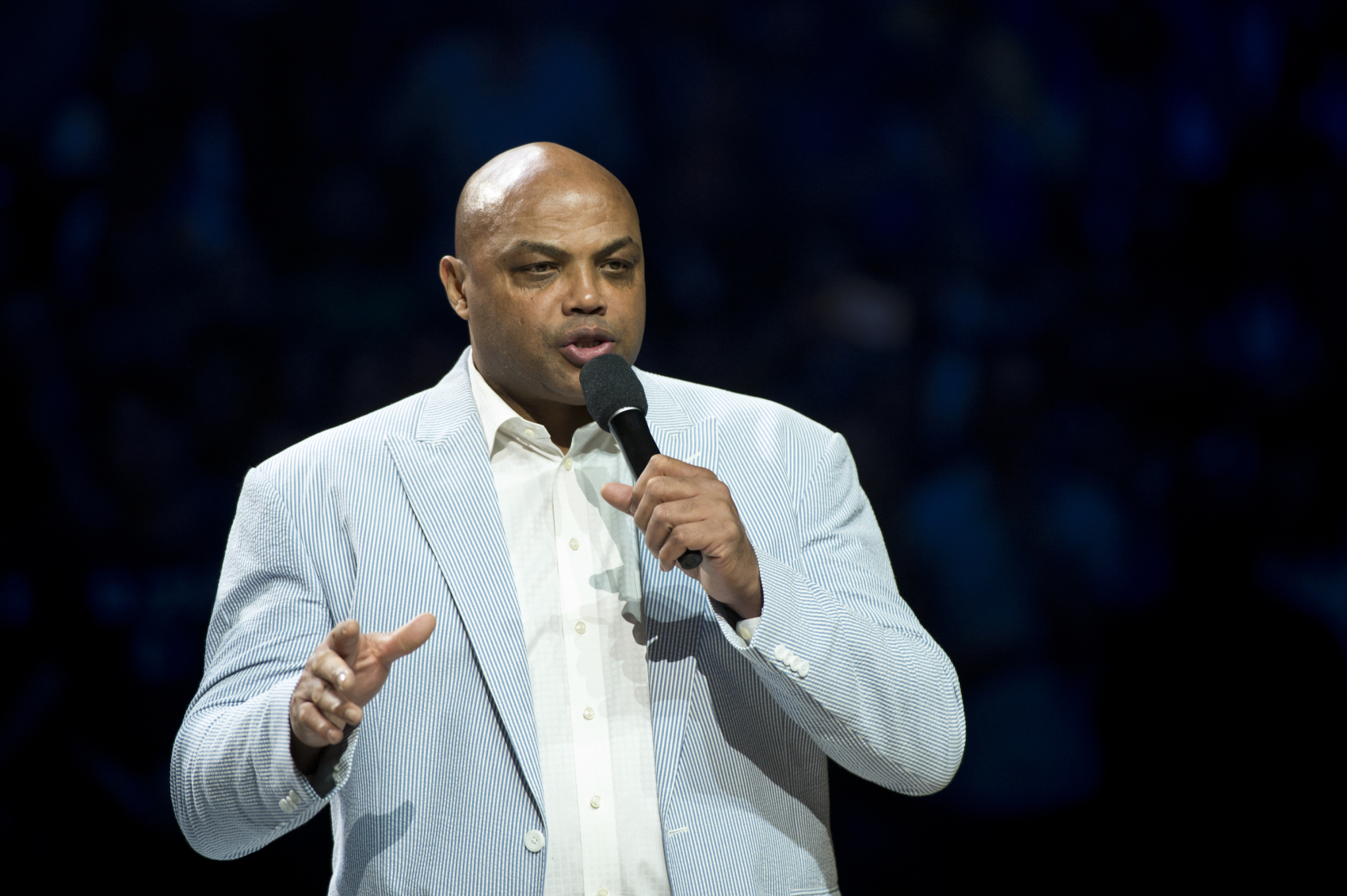 After taking a 2-0 lead, the LA Lakers now only lead the Heat 2-1 in the NBA Finals. Charles Barkley has since put them on notice.