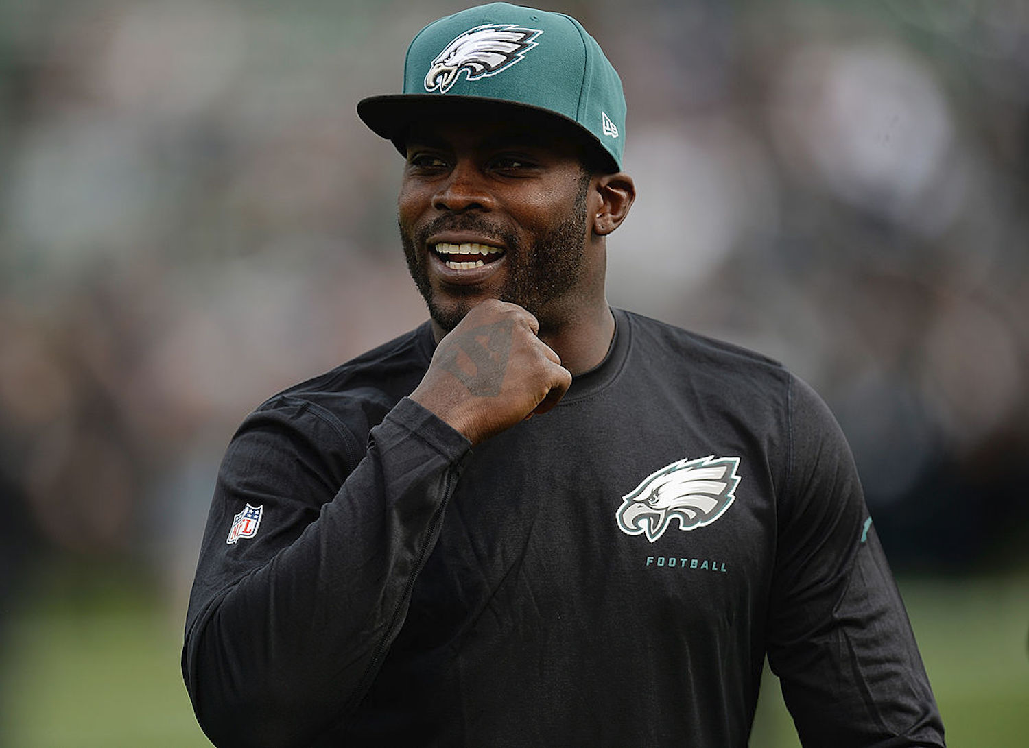 Carson Wentz and the Philadelphia Eagles have struggled out of the gates in 2020, but Michael Vick thinks Wentz is earning his contract.