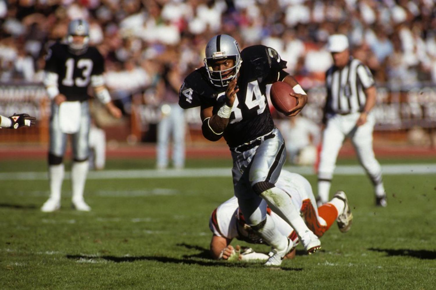 Bo Jackson was a dominant running back during his short NFL career, but he believes he would be even better in today's NFL.