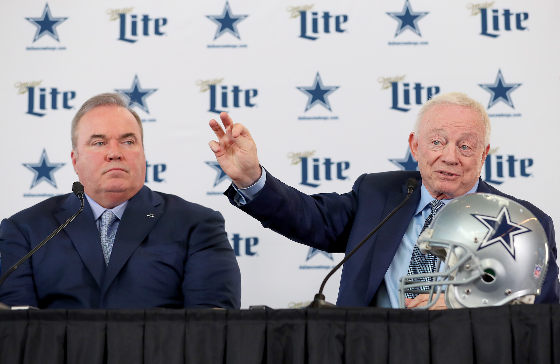 Jerry Jones may have hired Mike McCarthy due to some bad advice from an NFL insider.