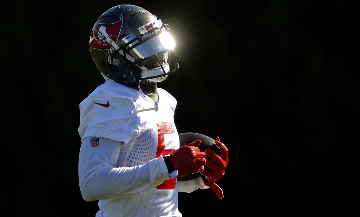 Buccaneers wide receiver John Franklin III may be hurt, but the former 'Last Chance U' star is going viral for the gift he gave his mother.