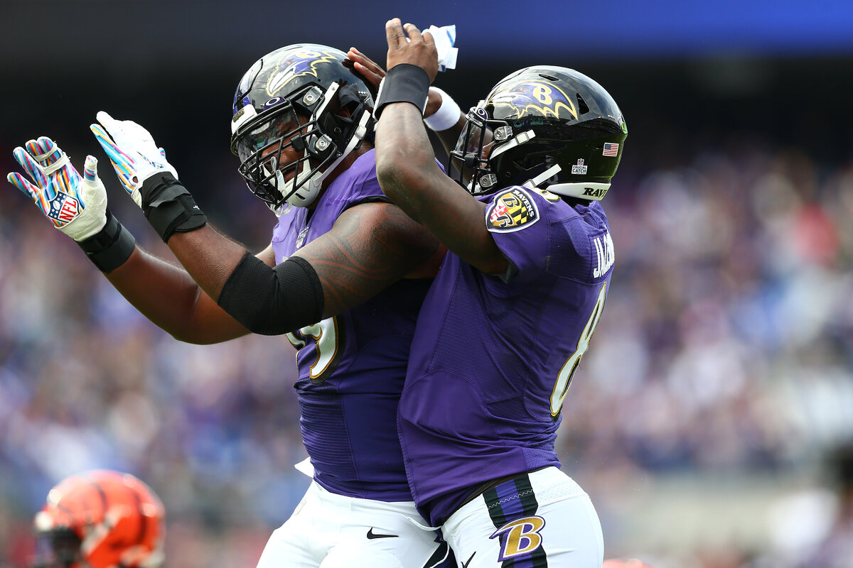 Lamar Jackson just received a very early Christmas present from the Baltimore Ravens. Baltimore signed star offensive tackle Ronnie Stanley to an extension.