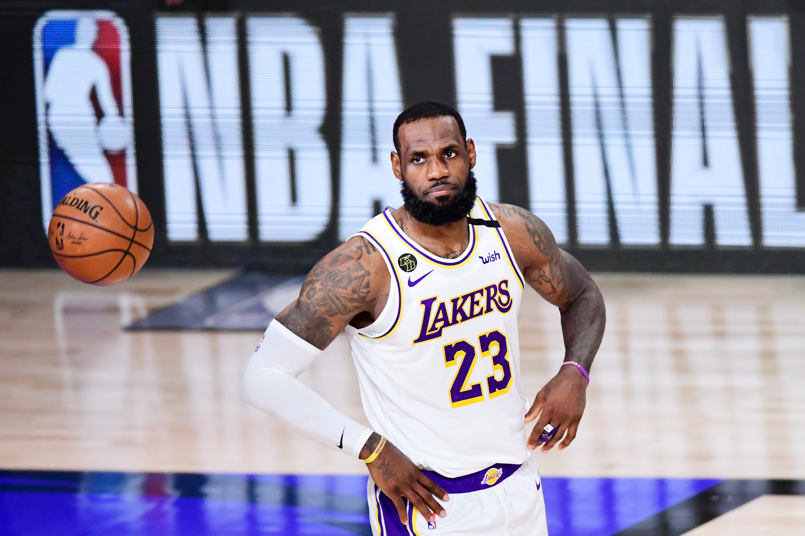 LeBron James has used his massive platform for good over the years. Recently, he helped take down two scammers trying to rig the election.