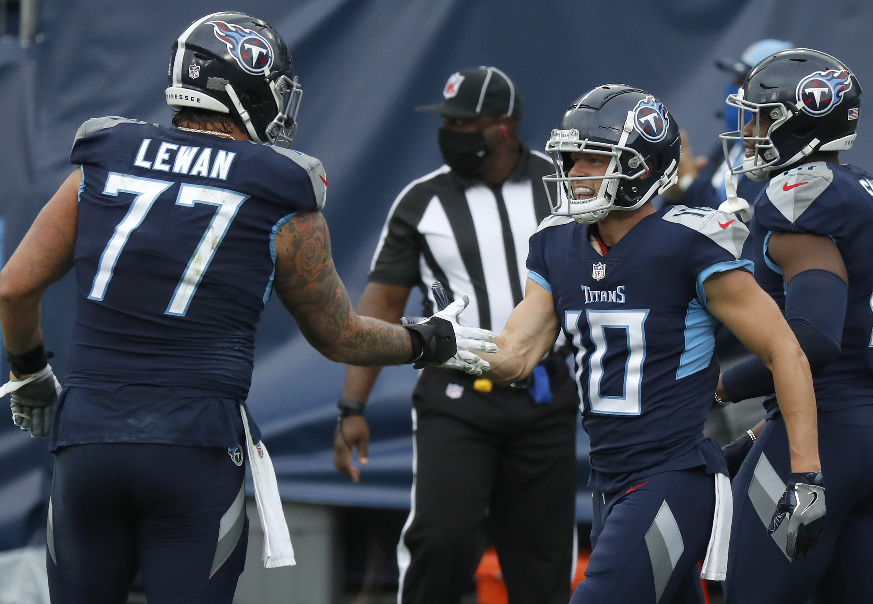 Taylor Lewan suffered a season-ending ACL injury Sunday.