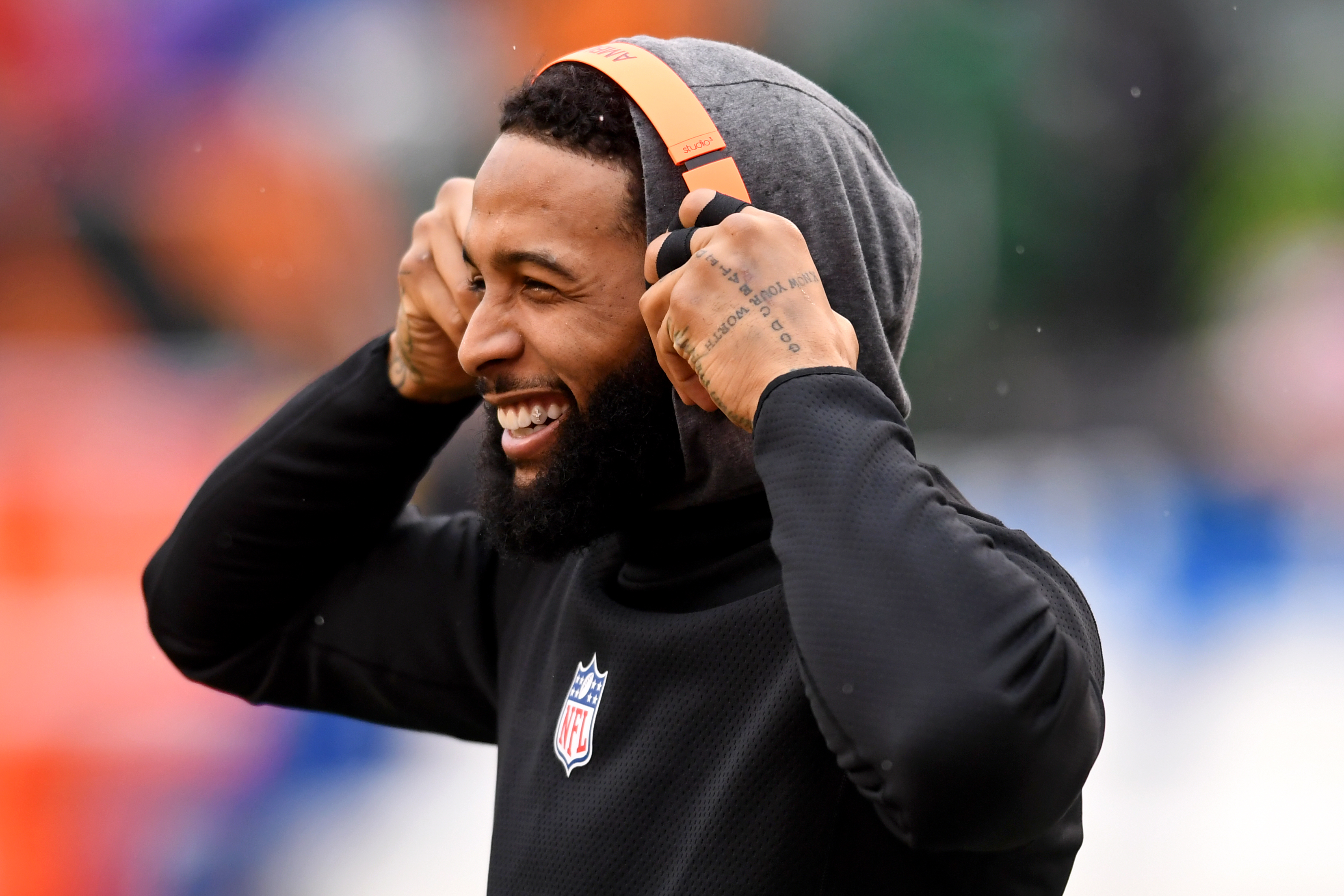 Odell Beckham Jr. puts on his Bose headphones