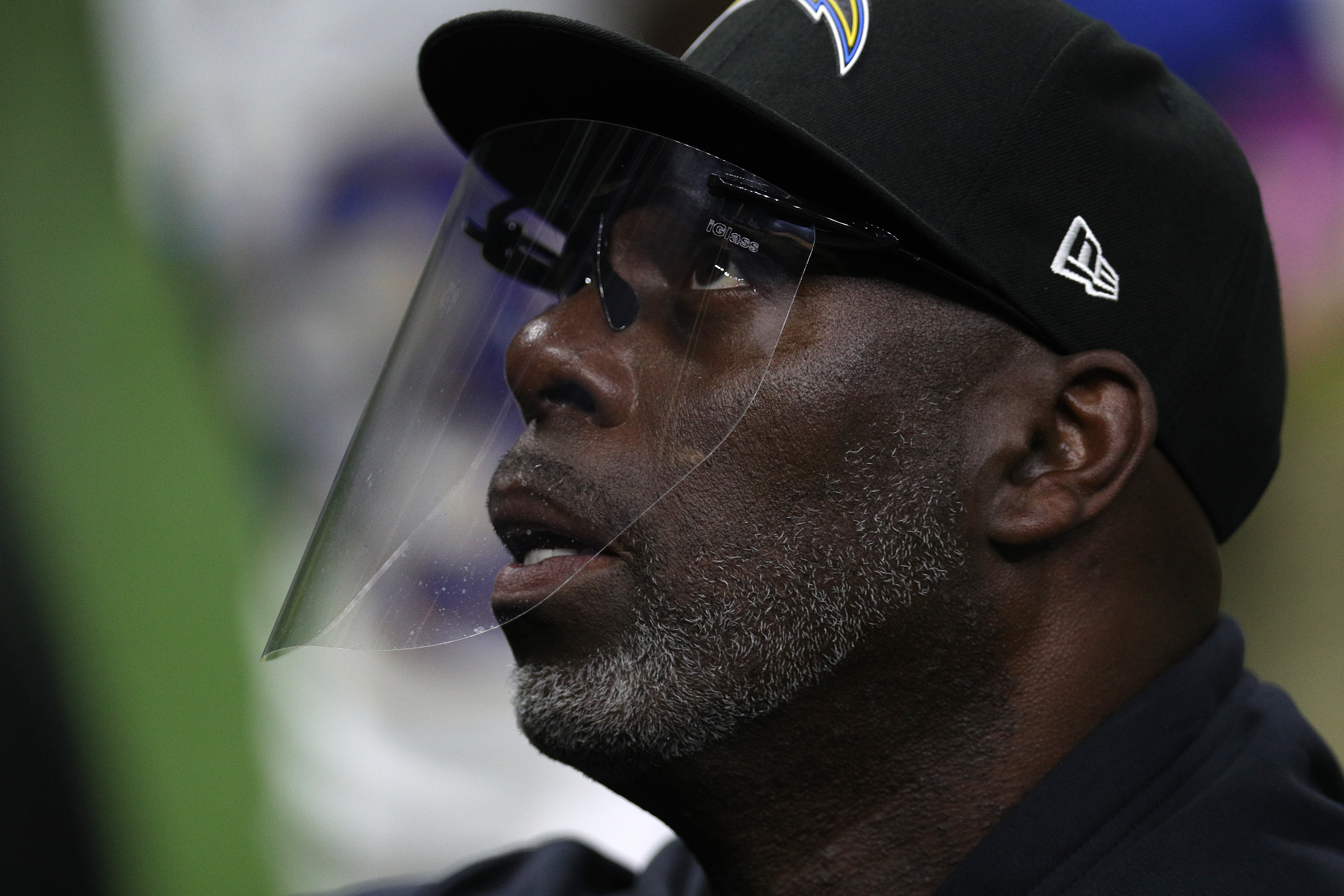 Chargers head coach Anthony Lynn may want to update his résumé. Lynn is among the NFL head coaches whose seat is very quickly warming up.