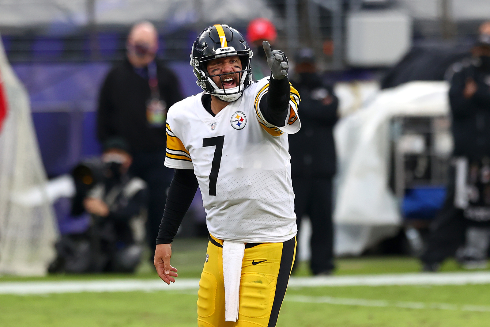 Ben Roethlisberger has already become an NFL legend in his career. His recent move with the Steelers, though, just proved that he is a GOAT.