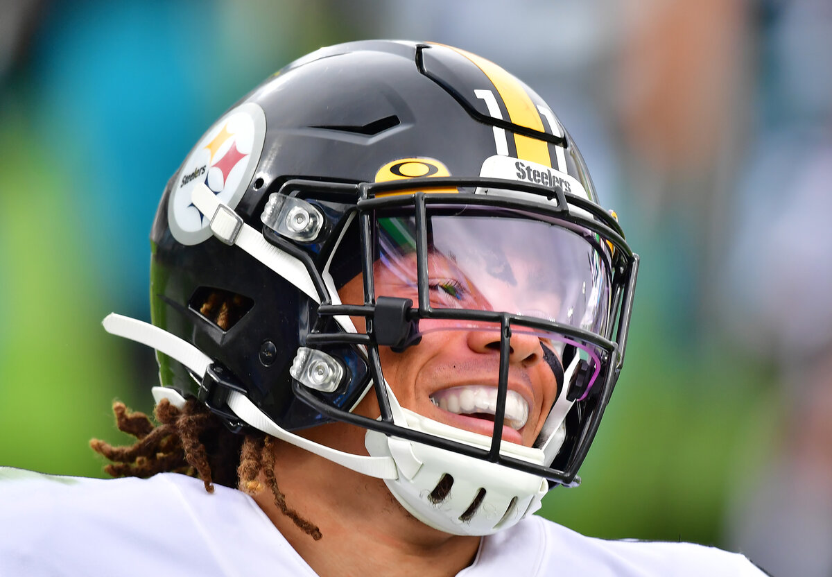 Pittsburgh Steelers rookie receiver Chase Claypool is taking the NFL by storm. Chasepool once caught 10 touchdowns in a game, back in Canada.