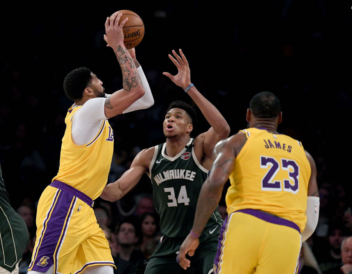 Anthony Davis has yet to sign an extension with the Lakers, but that could be apart of the team's master plan to sign Giannis Antetokounmpo.