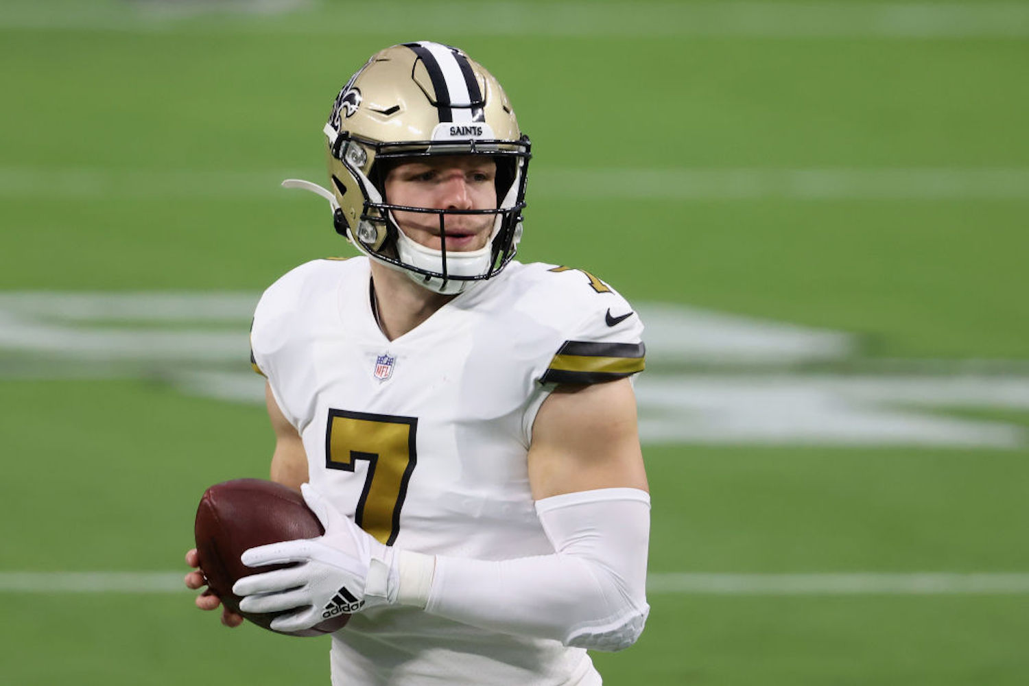 Taysom Hill will reportedly get the start at QB for the New Orleans Saints in Week 11, so how should you handle him in fantasy football?