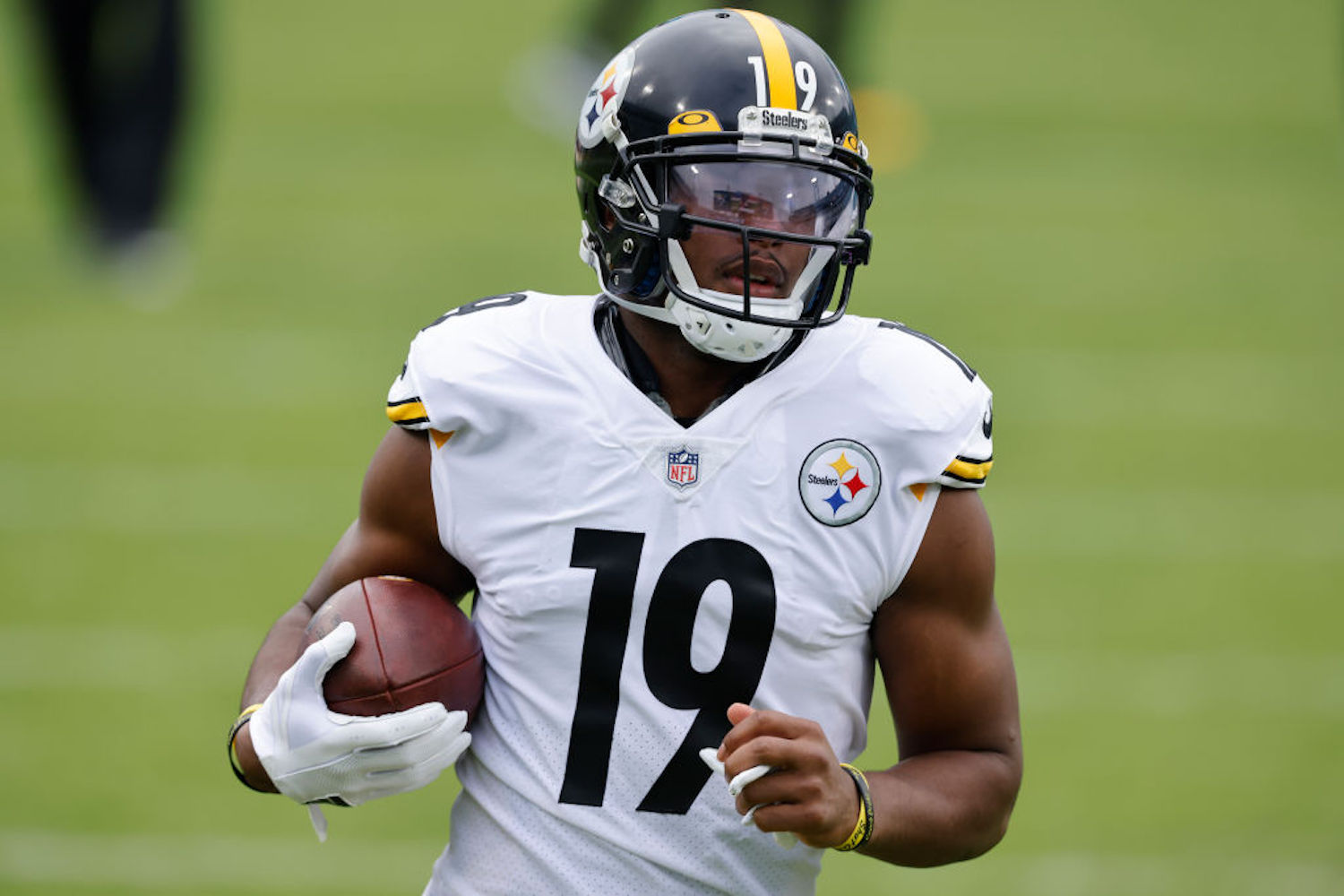 JuJu Smith-Schuster stepped on a wayward flag and tweaked his foot Sunday in one of the most unlucky injuries of the NFL season.