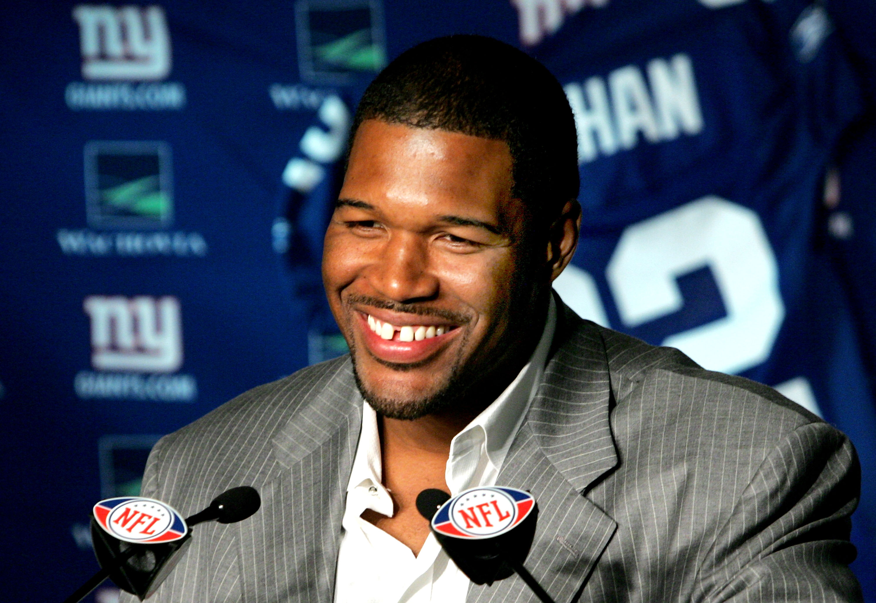 Michael Strahan announces his retirement from the New York Giants in 2008