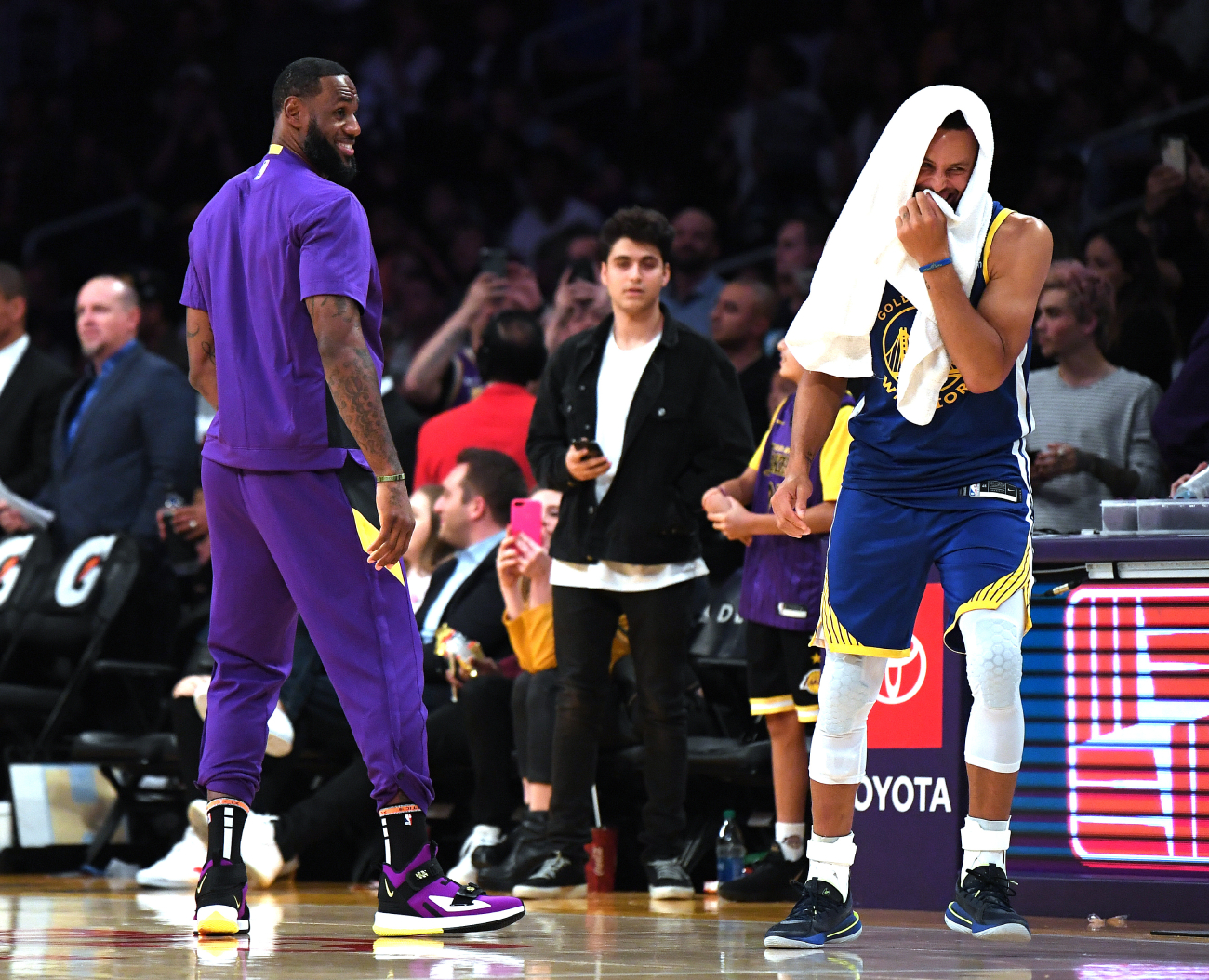 Prior to the season shutting down, Avery Bradley was a great piece for the Lakers. Now, the Golden State Warriors are trying to get him.