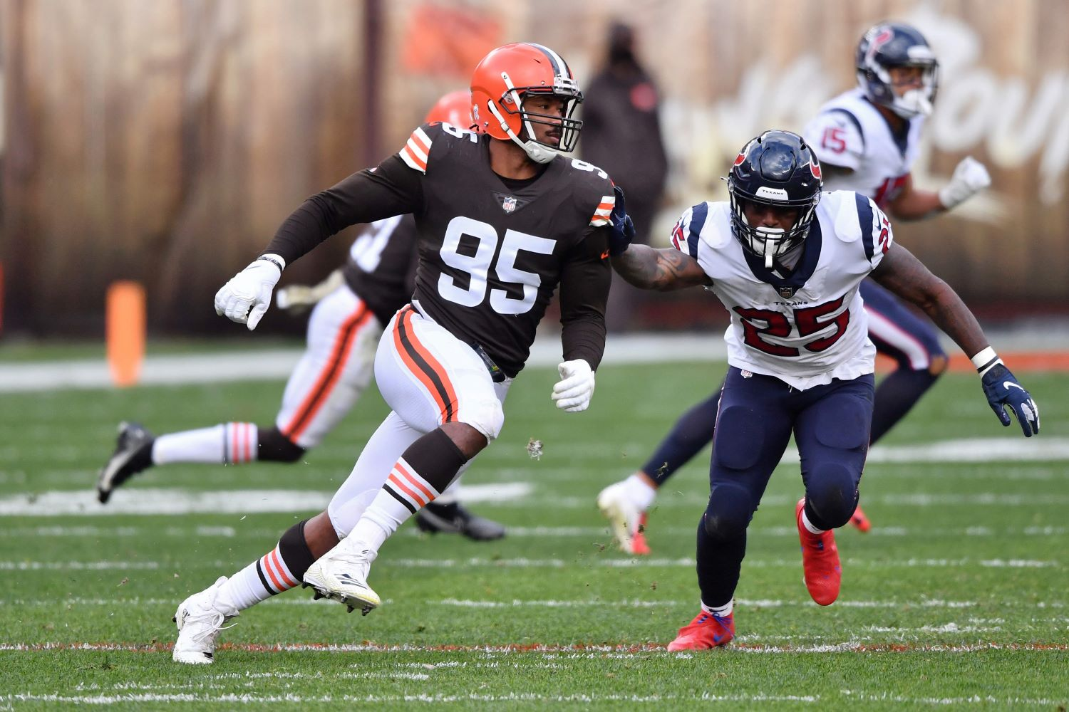 The Cleveland Browns just suffered a massive blow to their defense with star pass rusher Myles Garrett landing on the reserve/COVID-19 list.