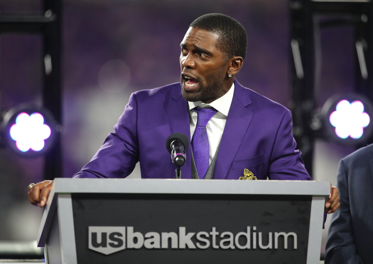 Randy Moss gives a speech to Vikings fans