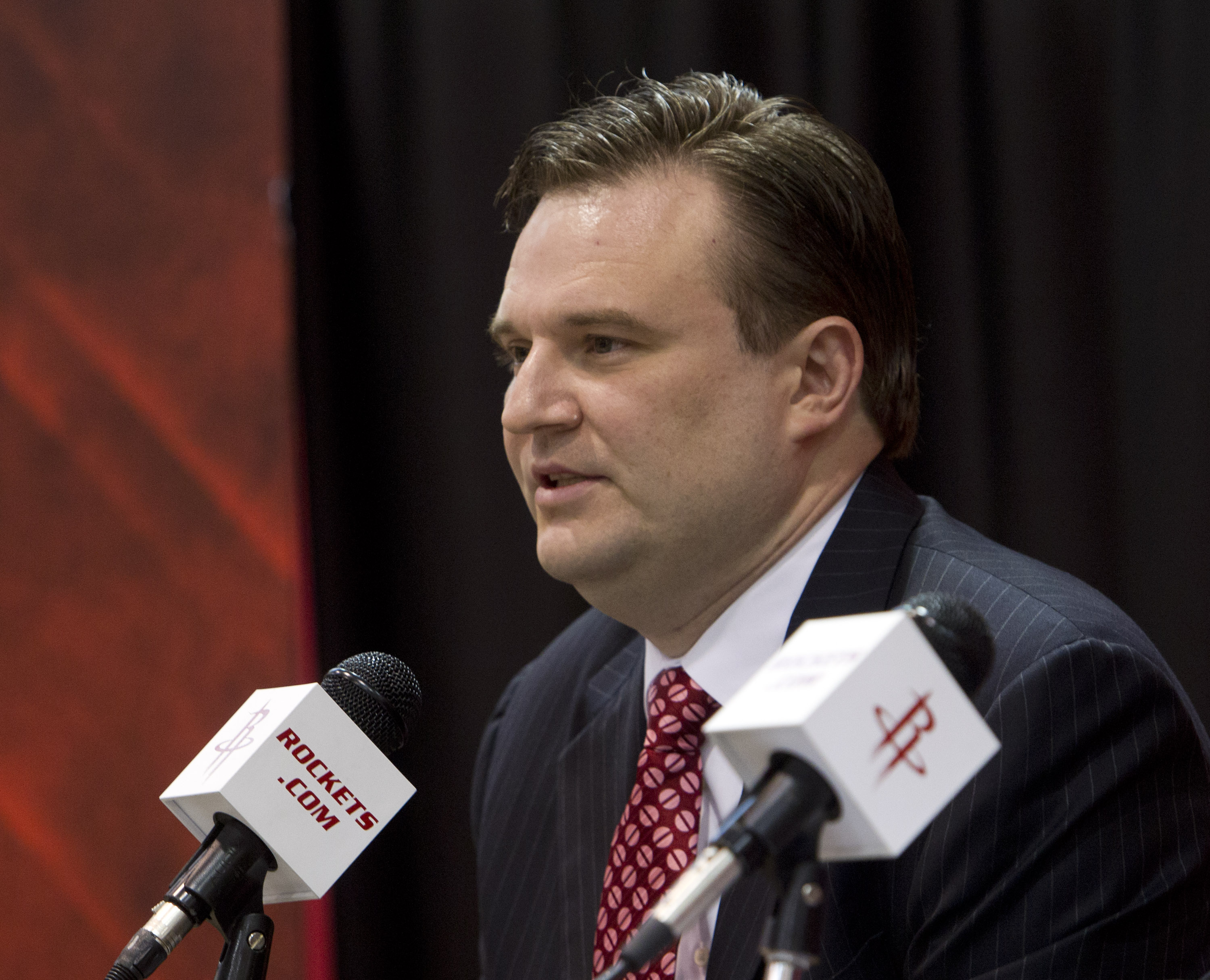 Daryl Morey talking to the media during a Rockets press conference