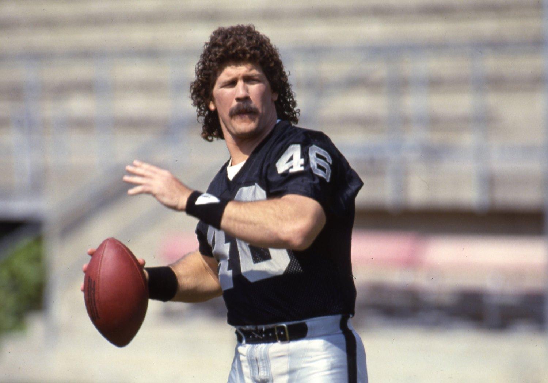 Raiders tight end Todd Christensen