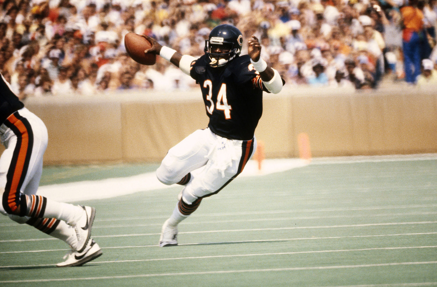 Walter Payton has fourth-most rushing yards on Thanksgiving Day.