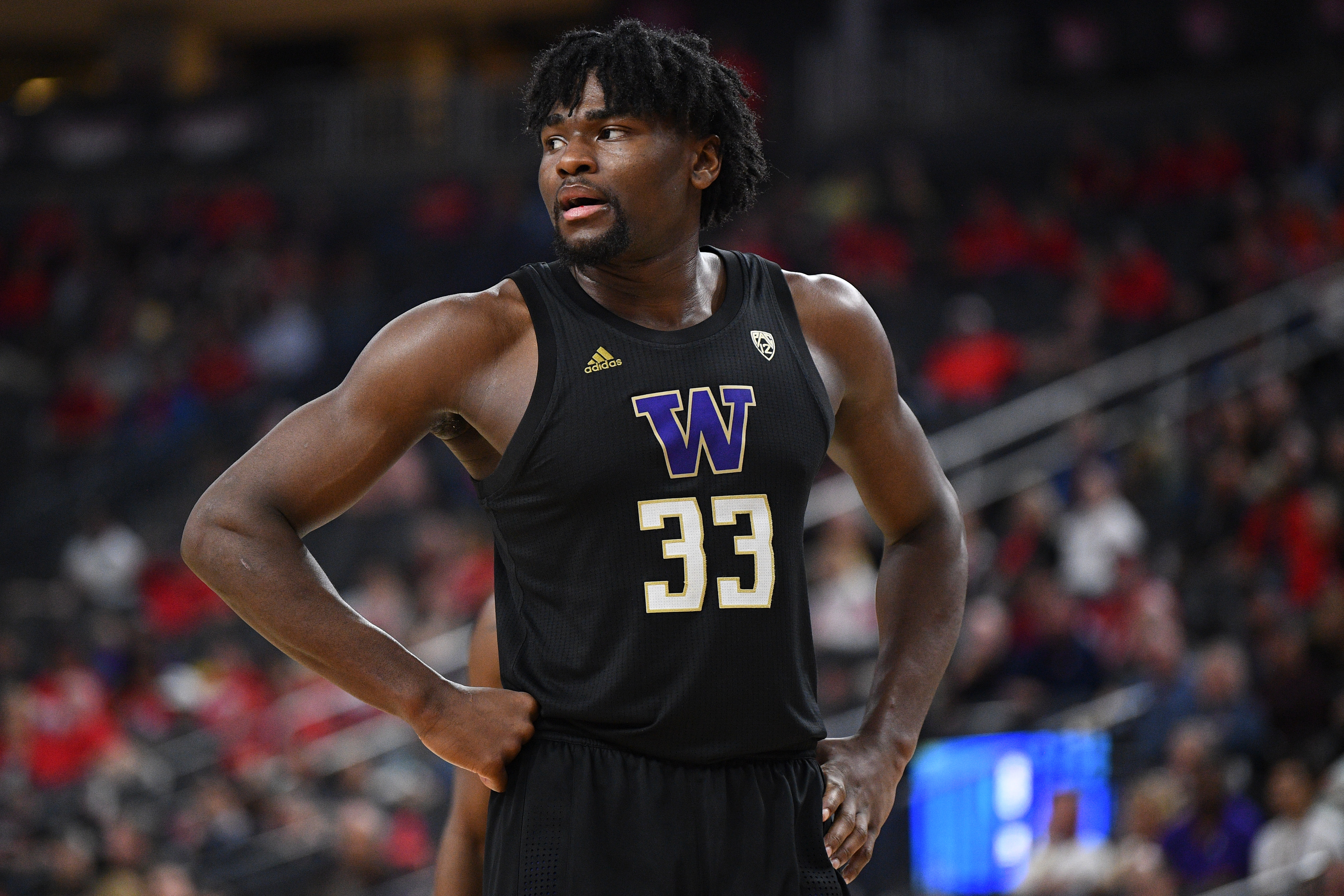 Isaiah Stewart of the Washington Huskies