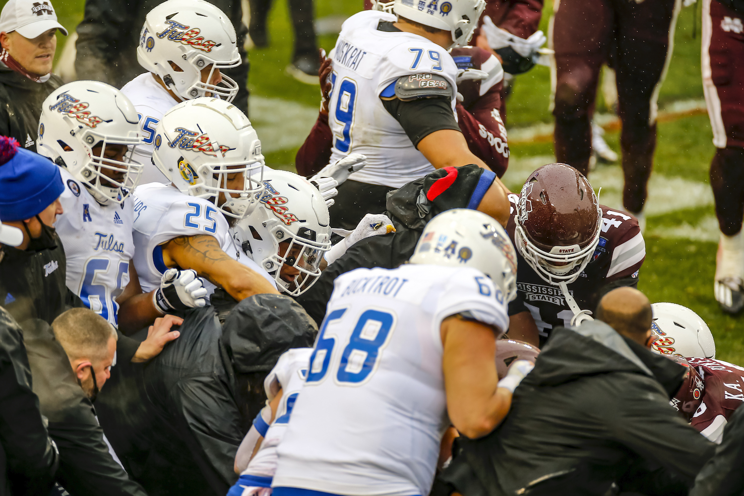 Brawl breaks out at Armed Forces Bowl game between the Tulsa Golden Hurricane and the Mississippi State Bulldogs