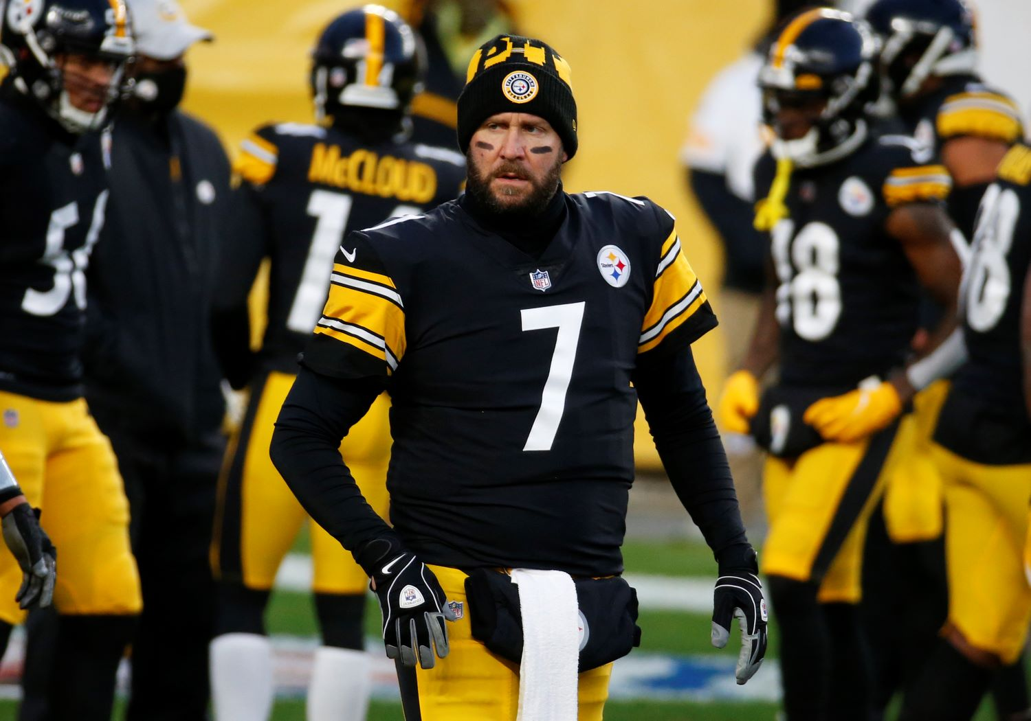 Ben Roethlisberger wants to play in 2021, but the Pittsburgh Steelers have to figure out what to do about his huge $41 million cap hit.