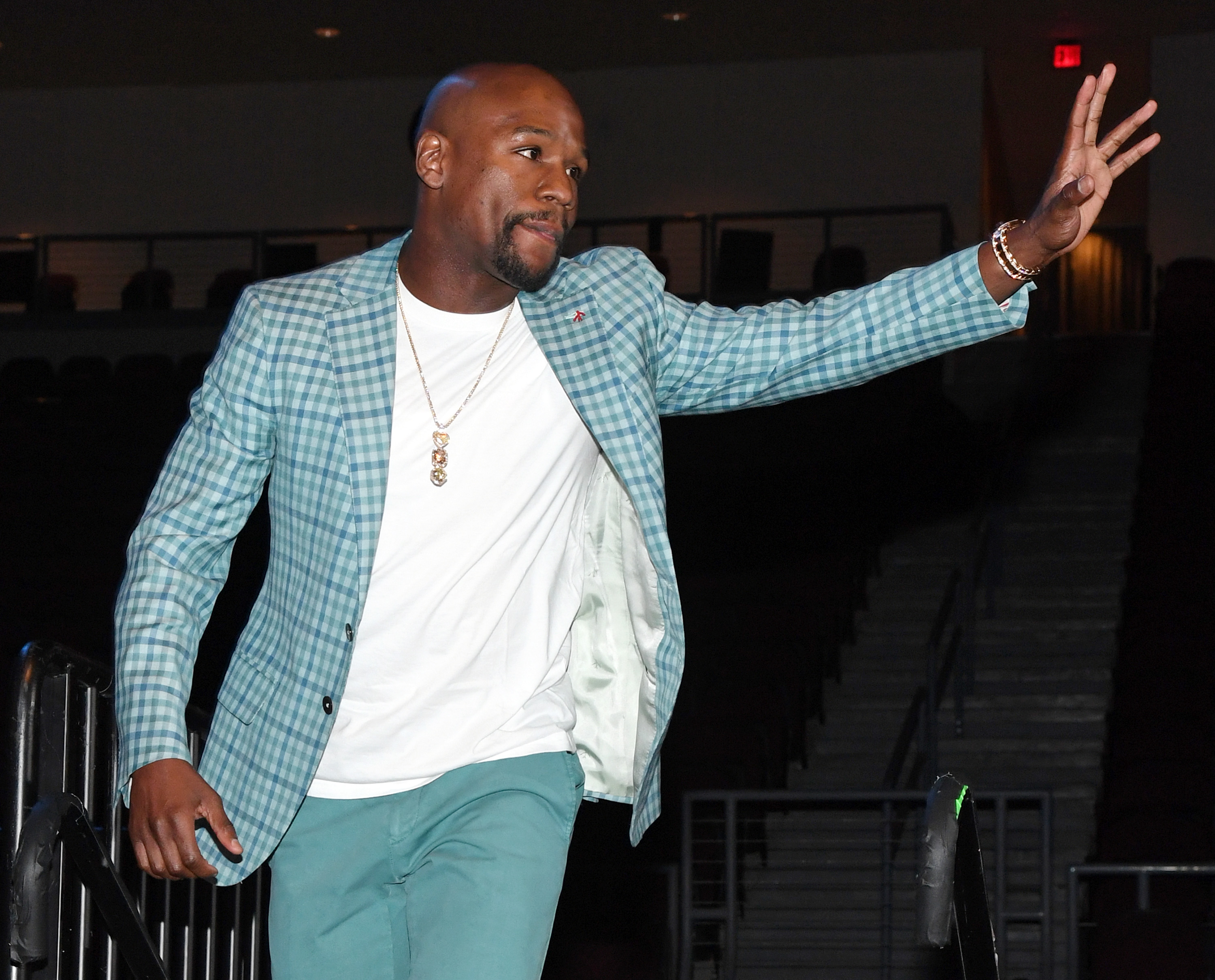 Floyd Mayweather Jr. is inducted into the Southern Nevada Sports Hall of Fame in 2017