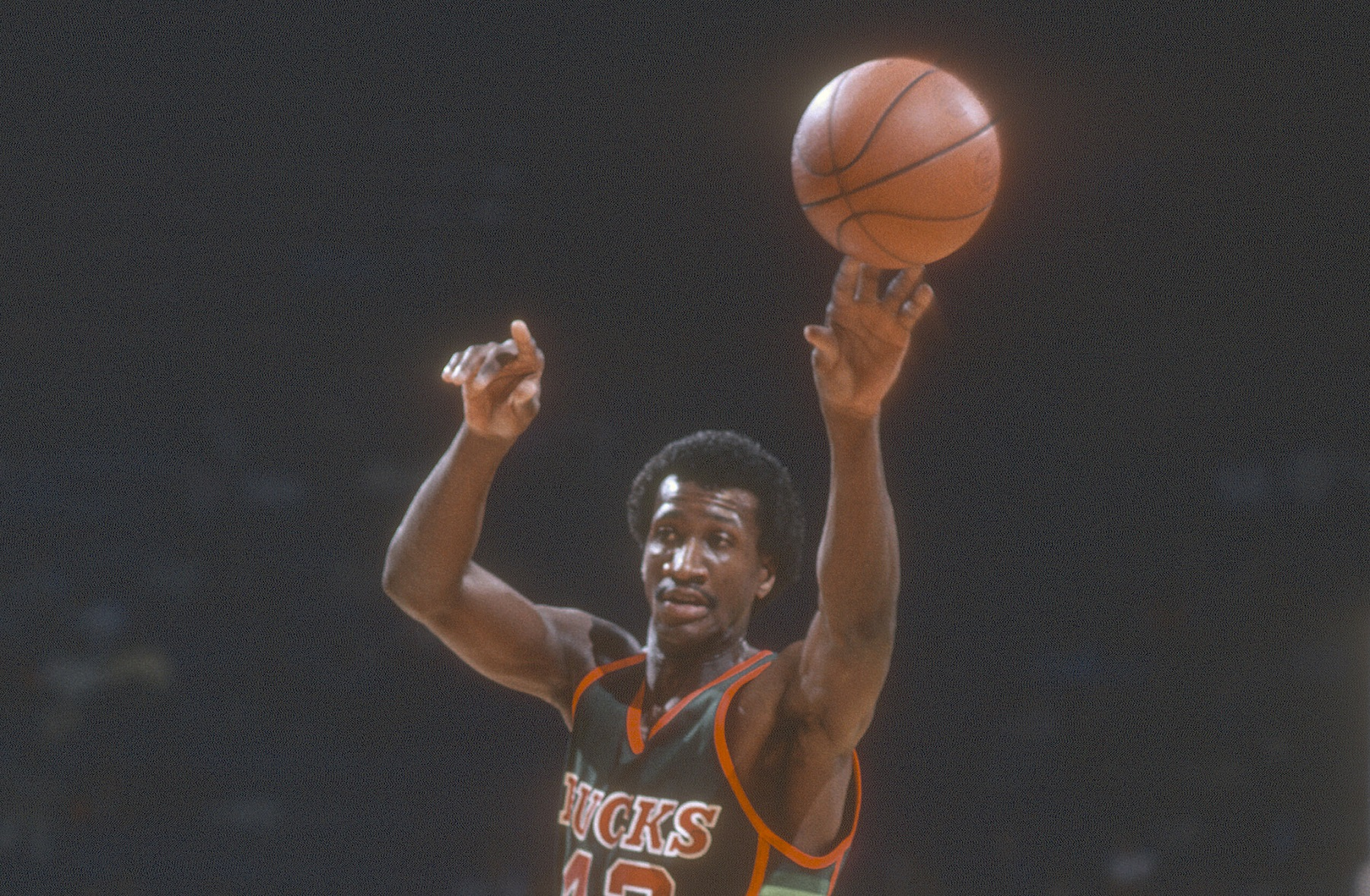 The Crazy Time Harvey Catchings Played for Both Teams in 1 NBA Game